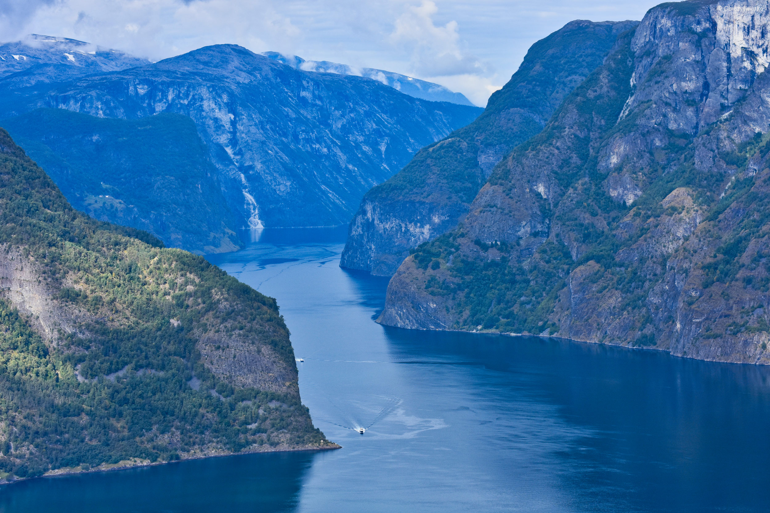 Widok na Aurlandsfjord z platformy Stegastein, Norwegia