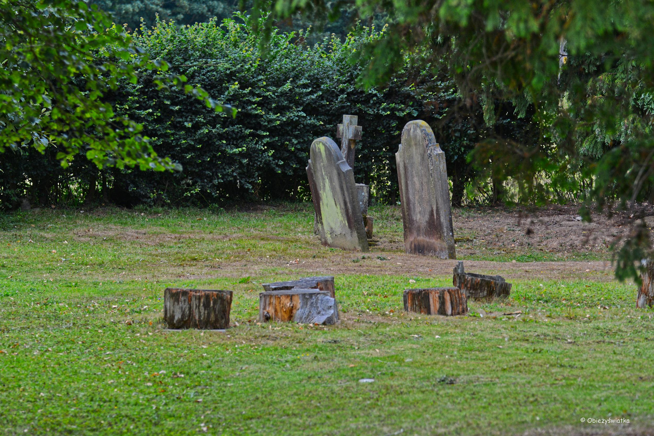 Cmentarz wokół kościółka w Tudeley, Wielka Brytania