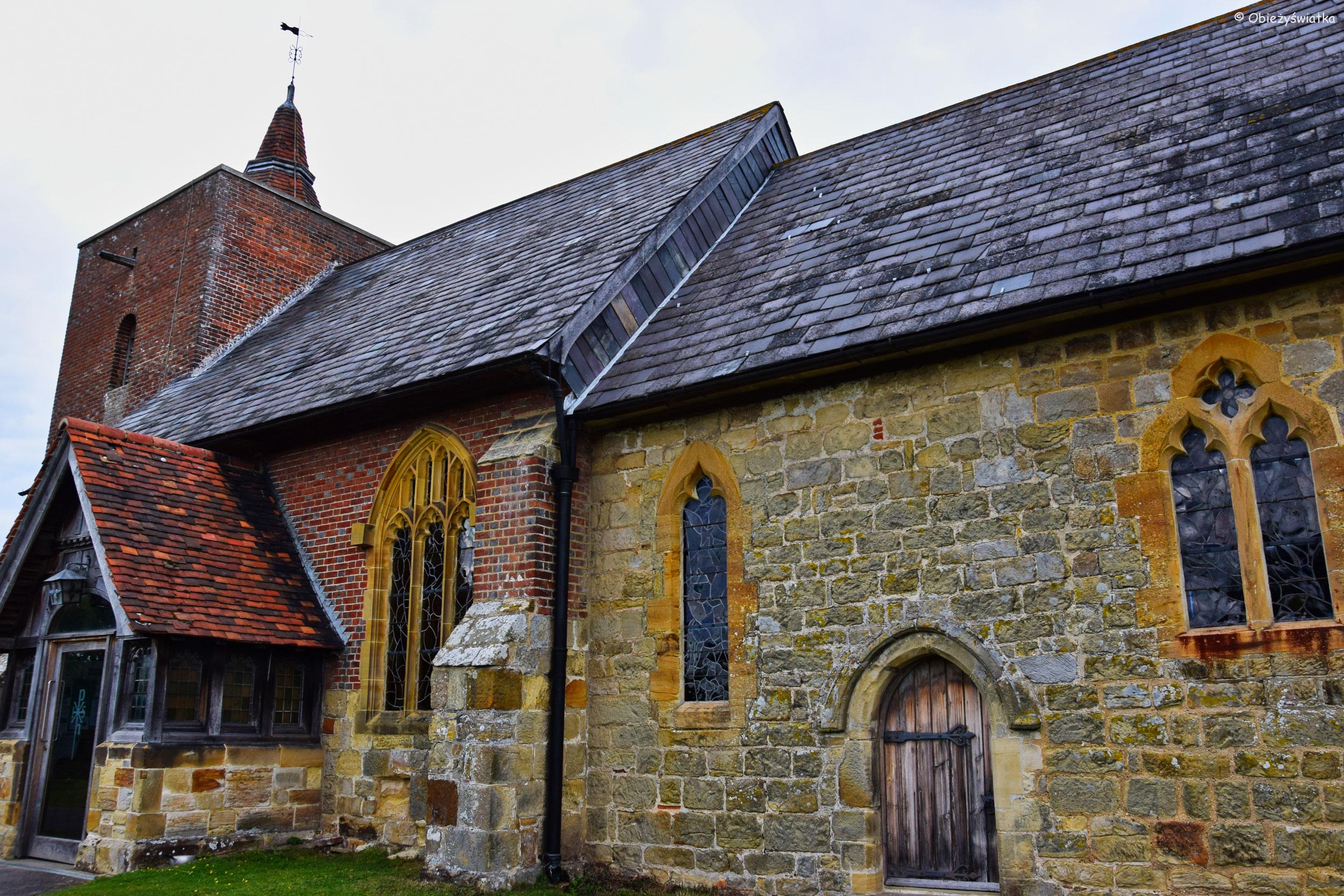 Kościółek w Tudeley, z witrażami Chagalla, Wielka Brytania