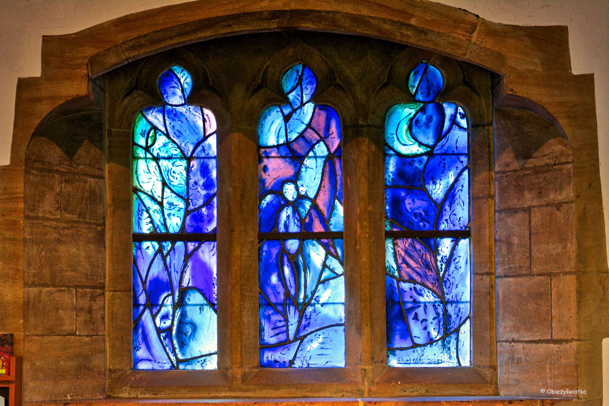 Jeden z witraży Marca Chagalla w kościółku w Tudeley, Wielka Brytania