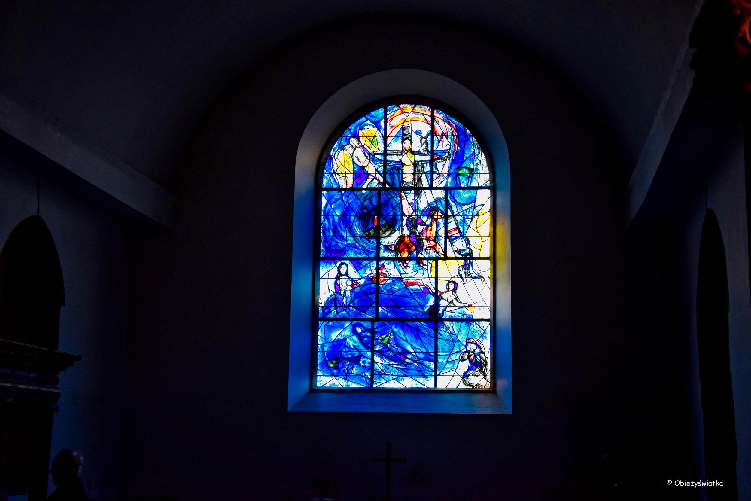 Główny witraż Marca Chagalla w oknie wschodnim, Tudeley, Wielka Brytania
