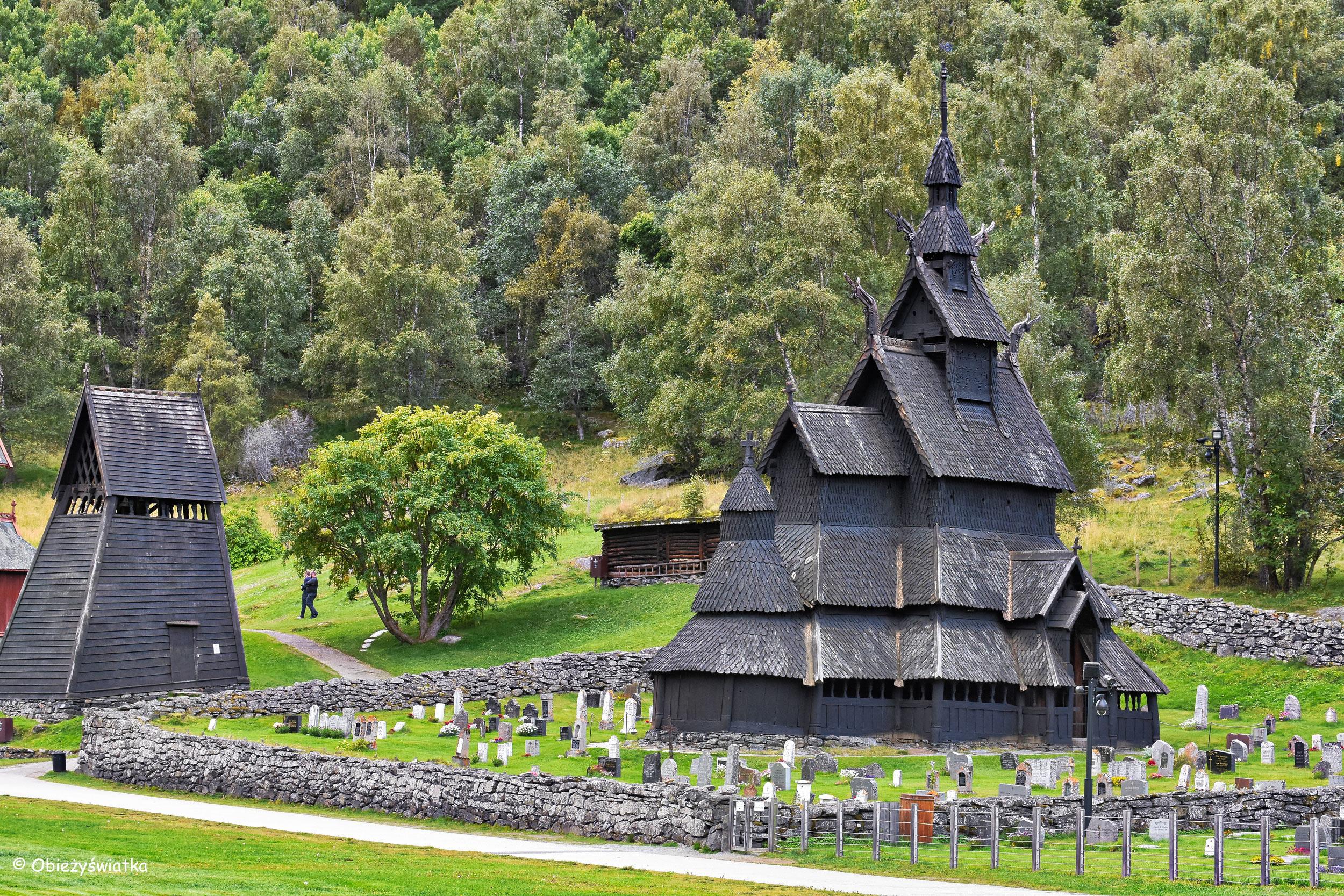 Zabytkowy kościółek klepkowy z XII. w. w Borgund, Norwegia
