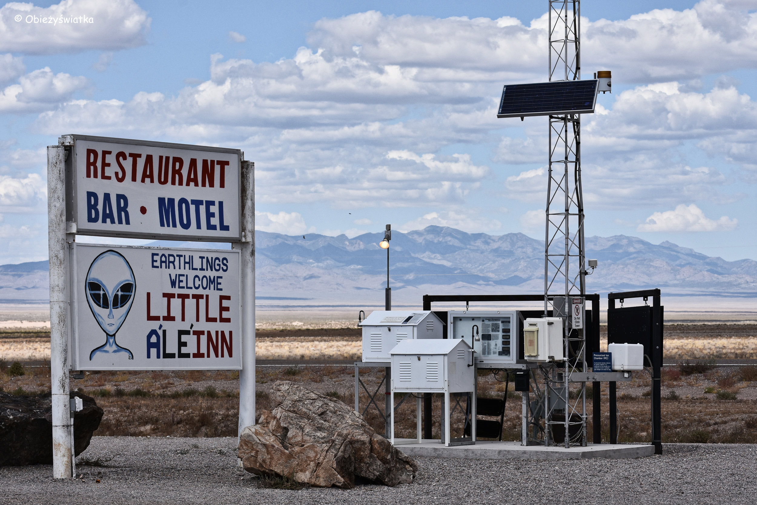 Bar Little A'Le'Inn w Rachel, Nevada