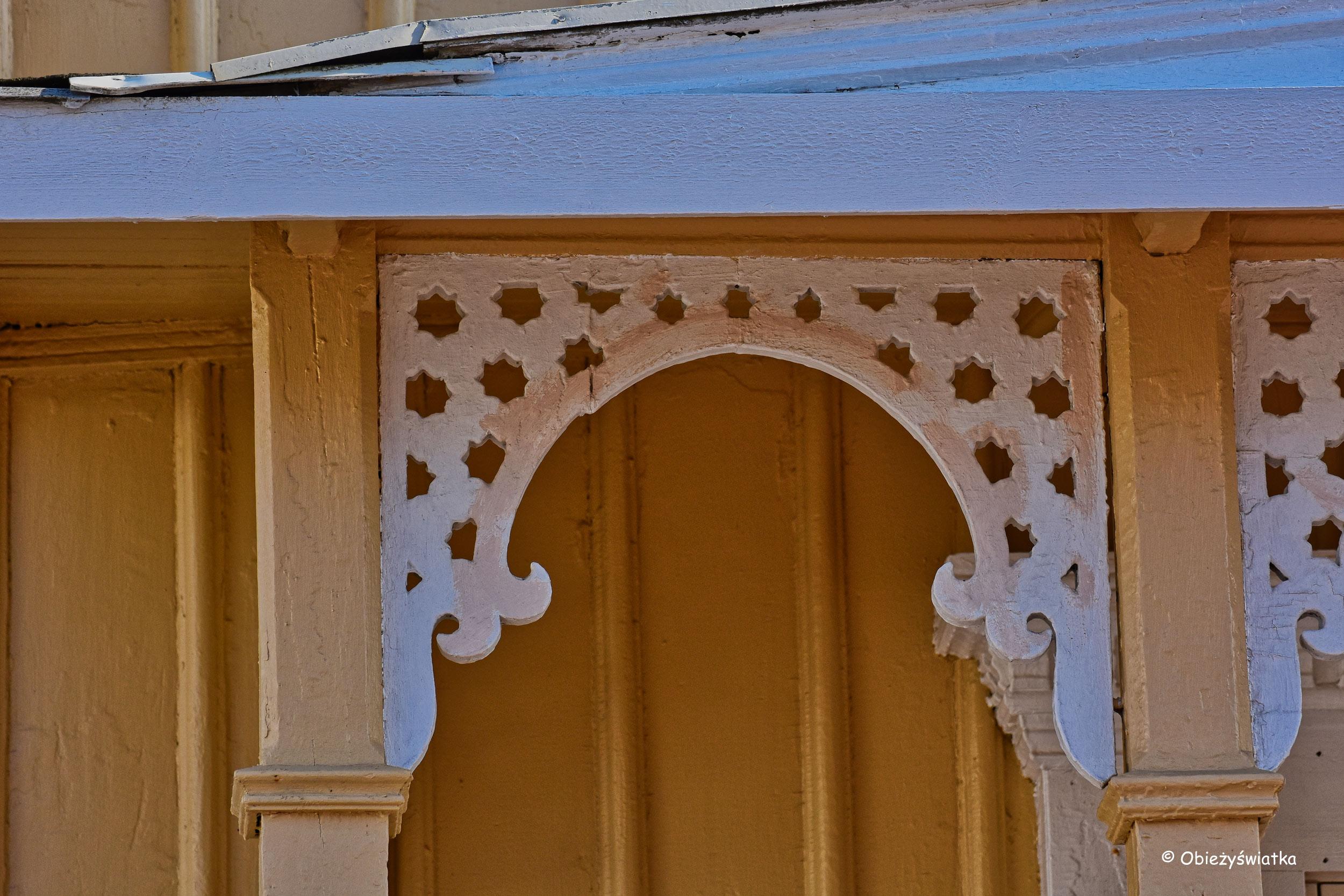 Koronkowe ornamenty szwedzkich domków, Fjällbacka