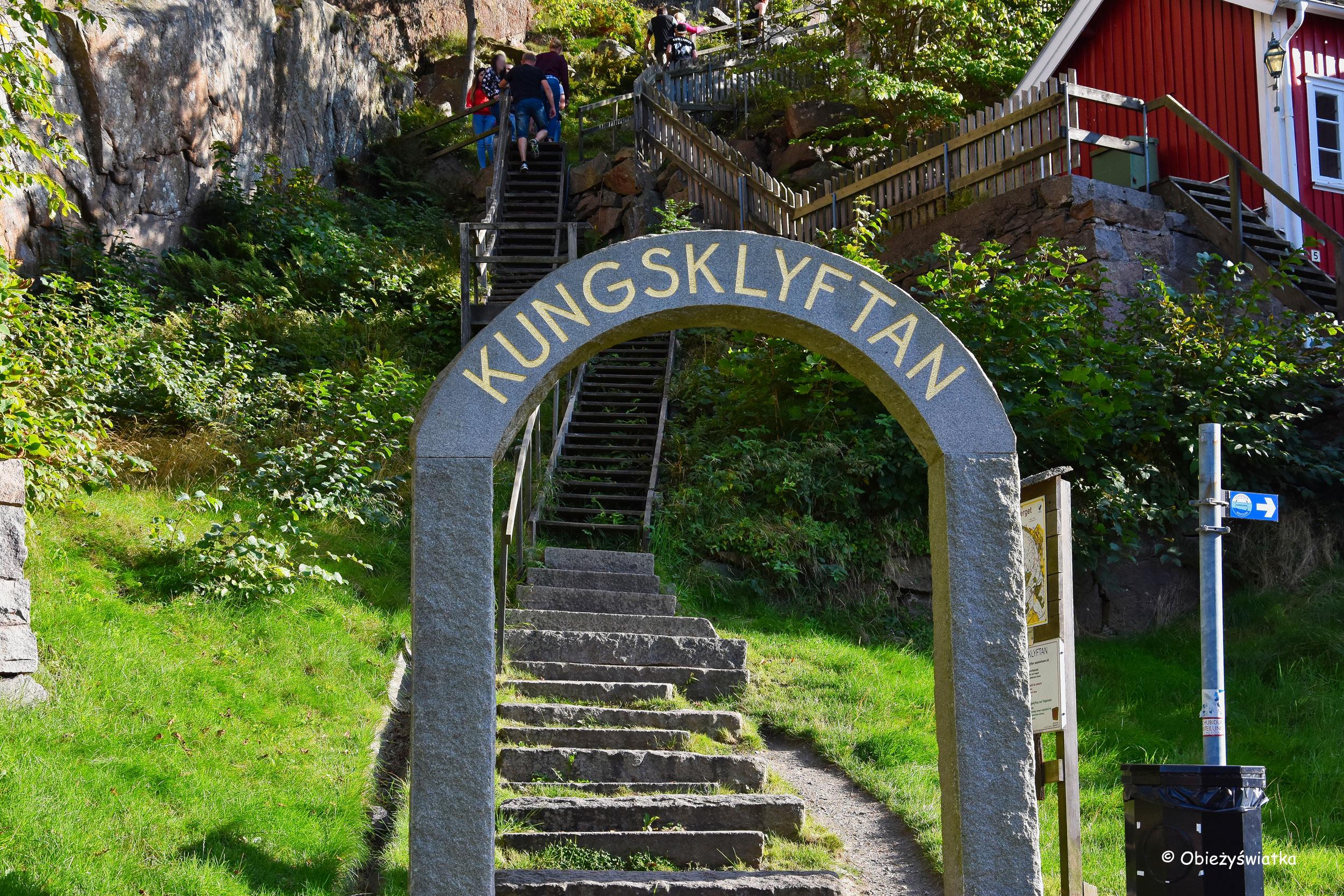 Fjällbacka - szlak na jedną z otaczających miejscowość skał