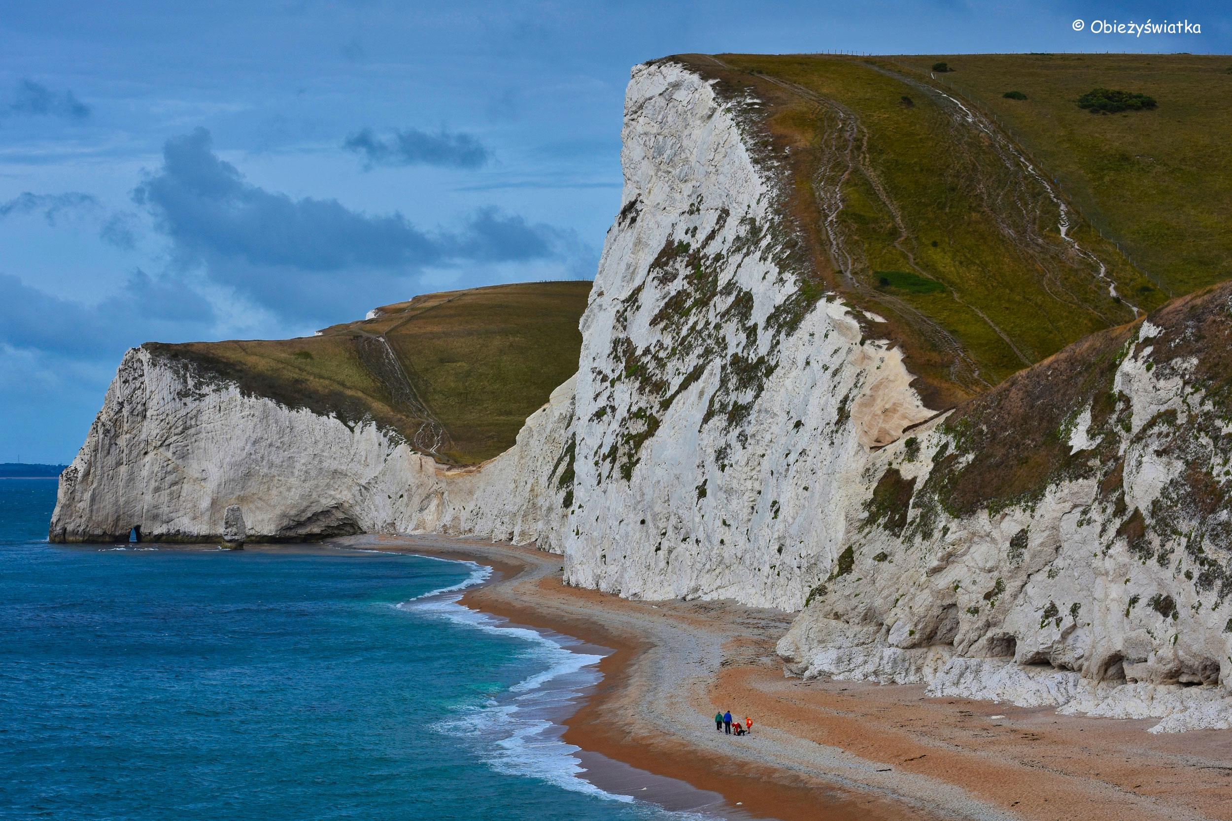 Durdle Door - białe klify, błękitne morze...