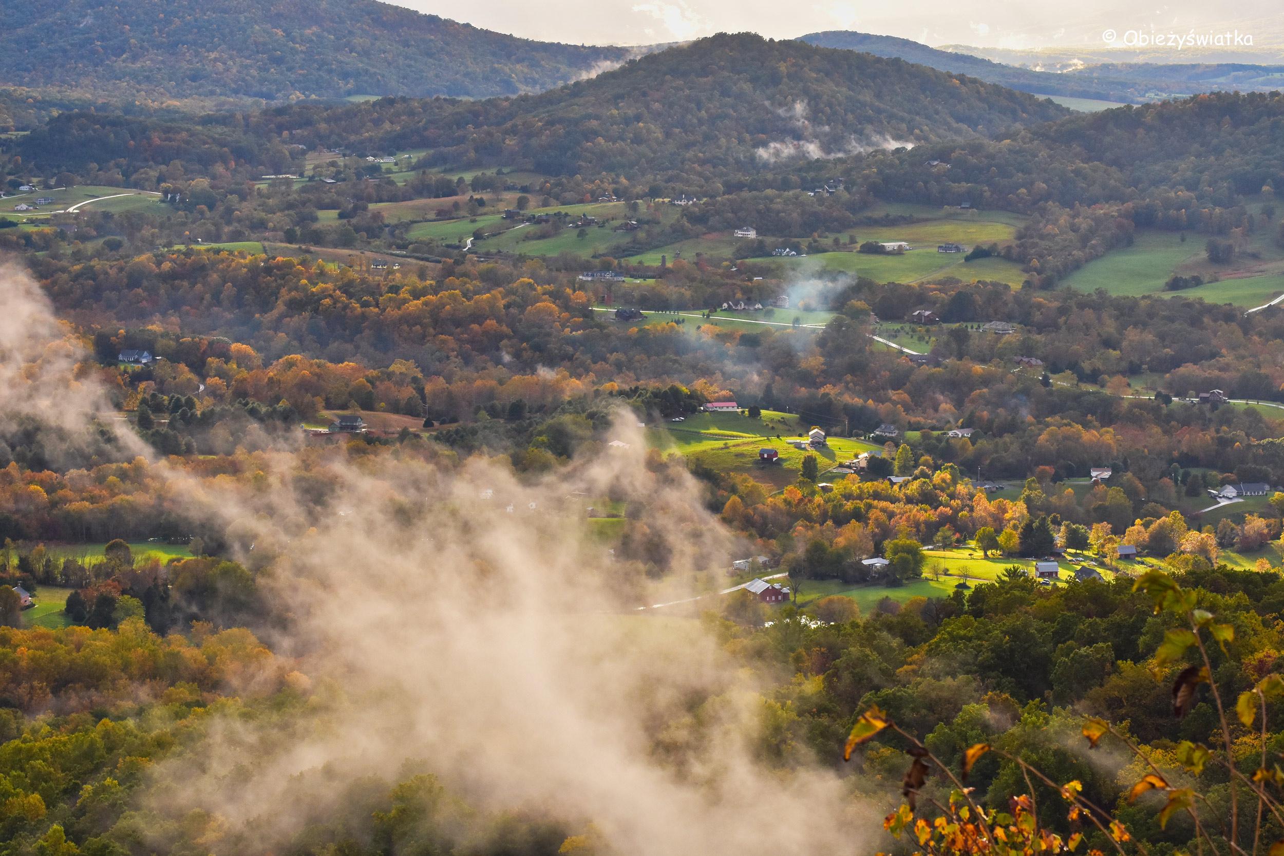 W mgle i w słońcu - Park Narodowy Shenandoah, USA
