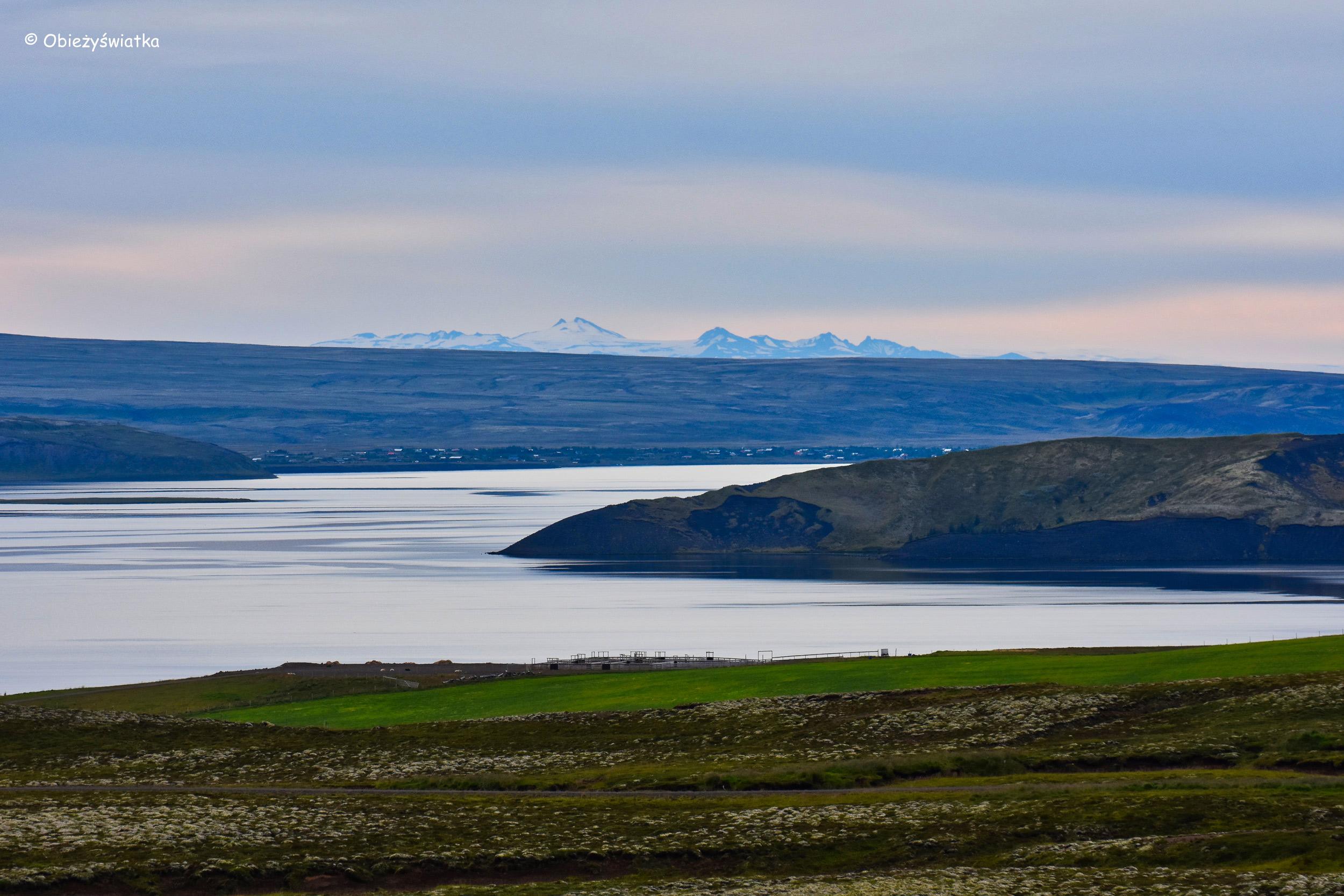 Widok na jezioro Þingvallavatn, Islandia