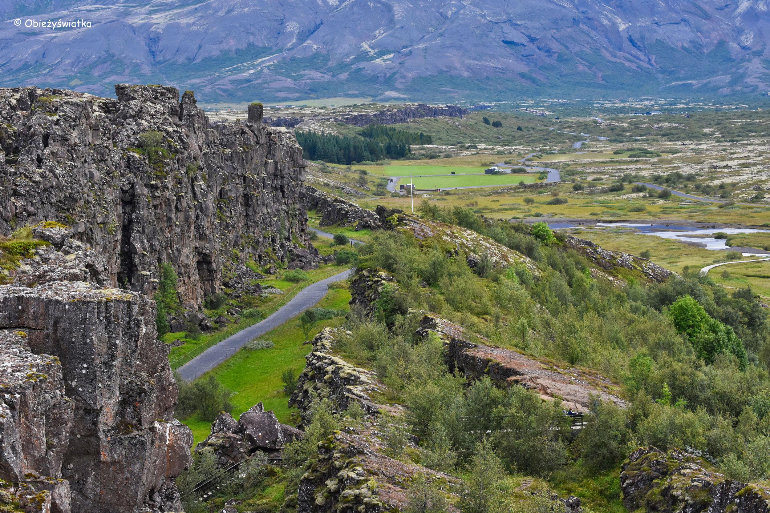 Jeden ze szlaków w Þingvellir, Islandia