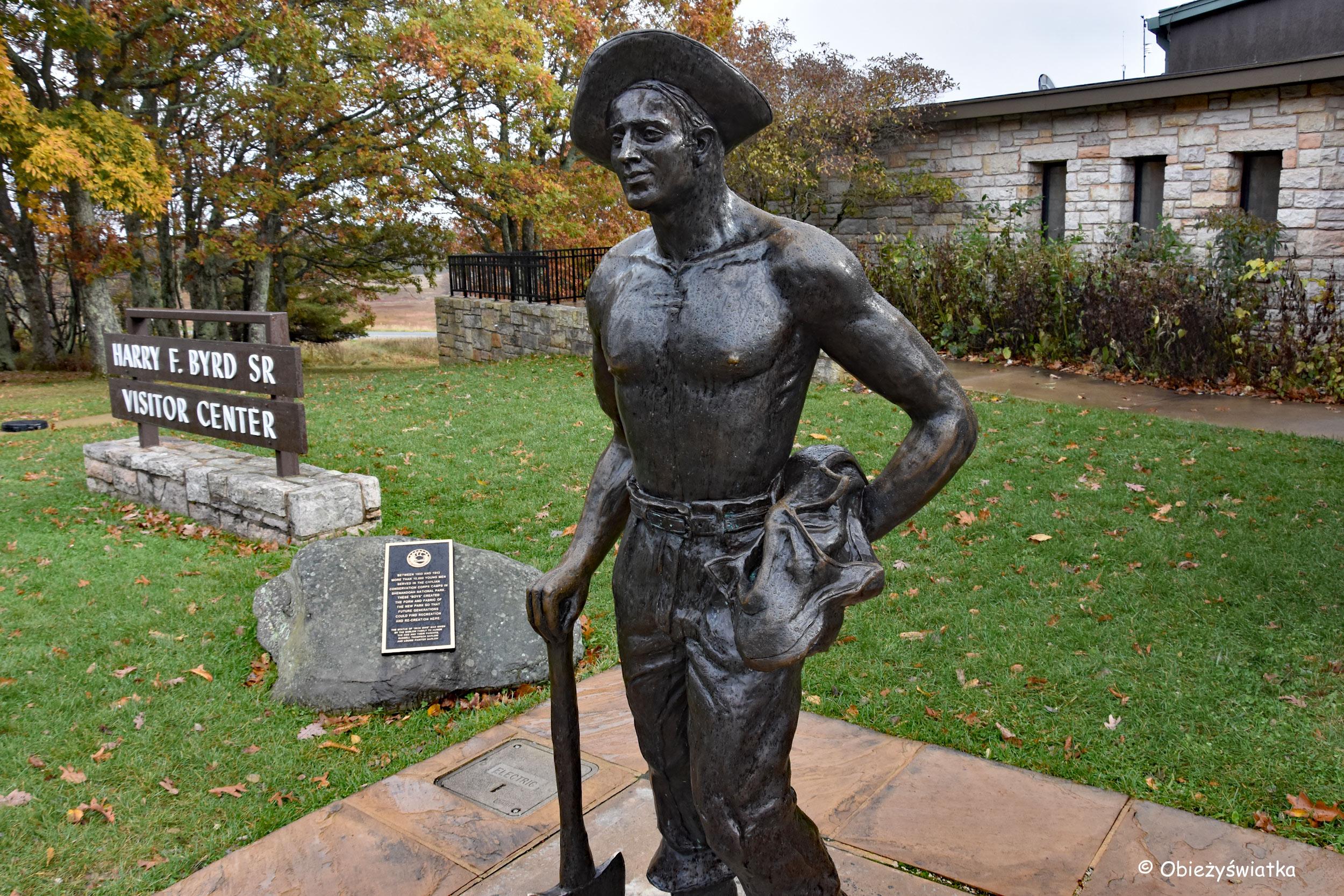 Rzeźba upamiętniająca robotników z Cywilnego Korpusu Ochrony Przyrody, Park Narodowy Shenandoah, USA