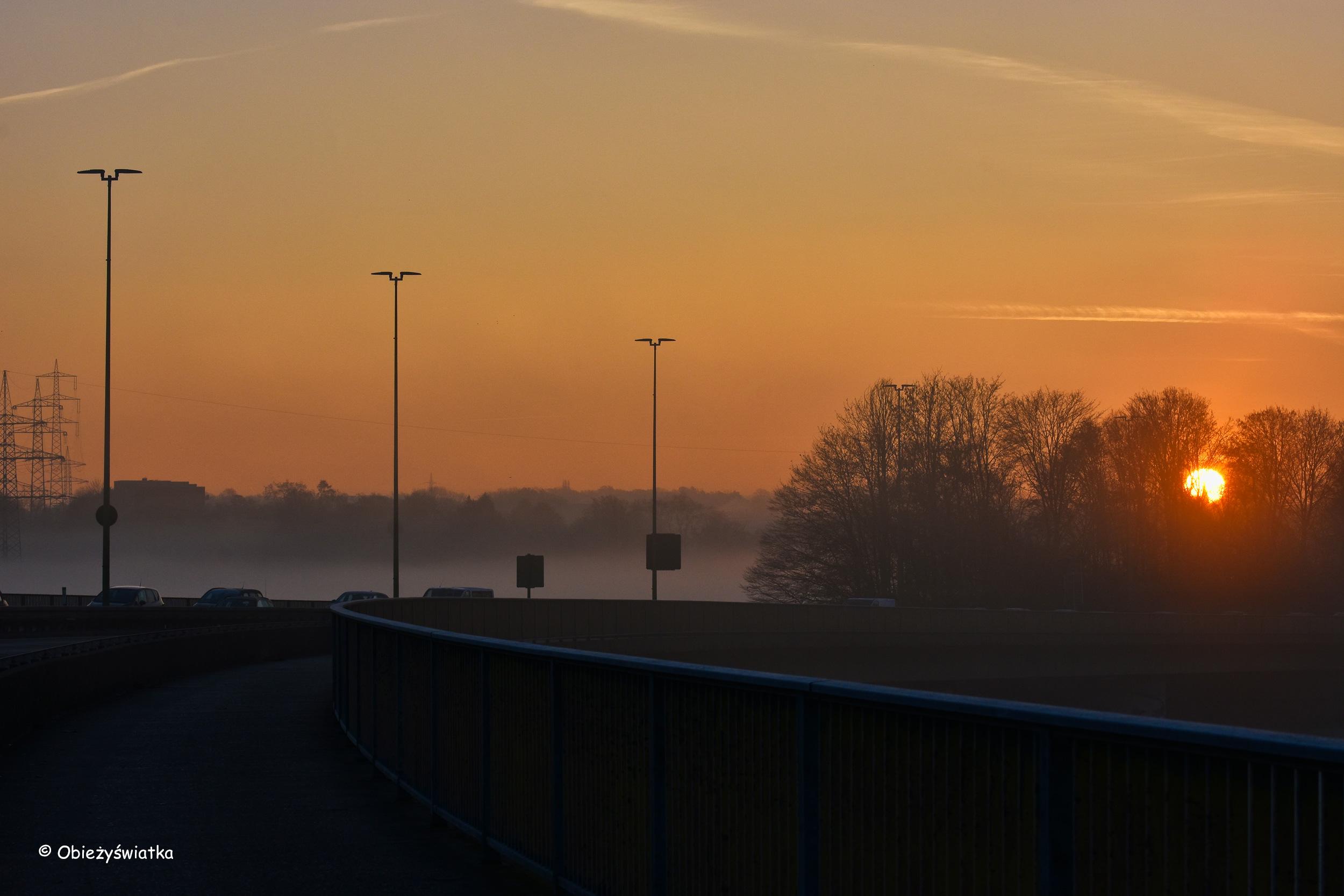 Wschodzące słońce nad horyzontem, Zagłębie Ruhry