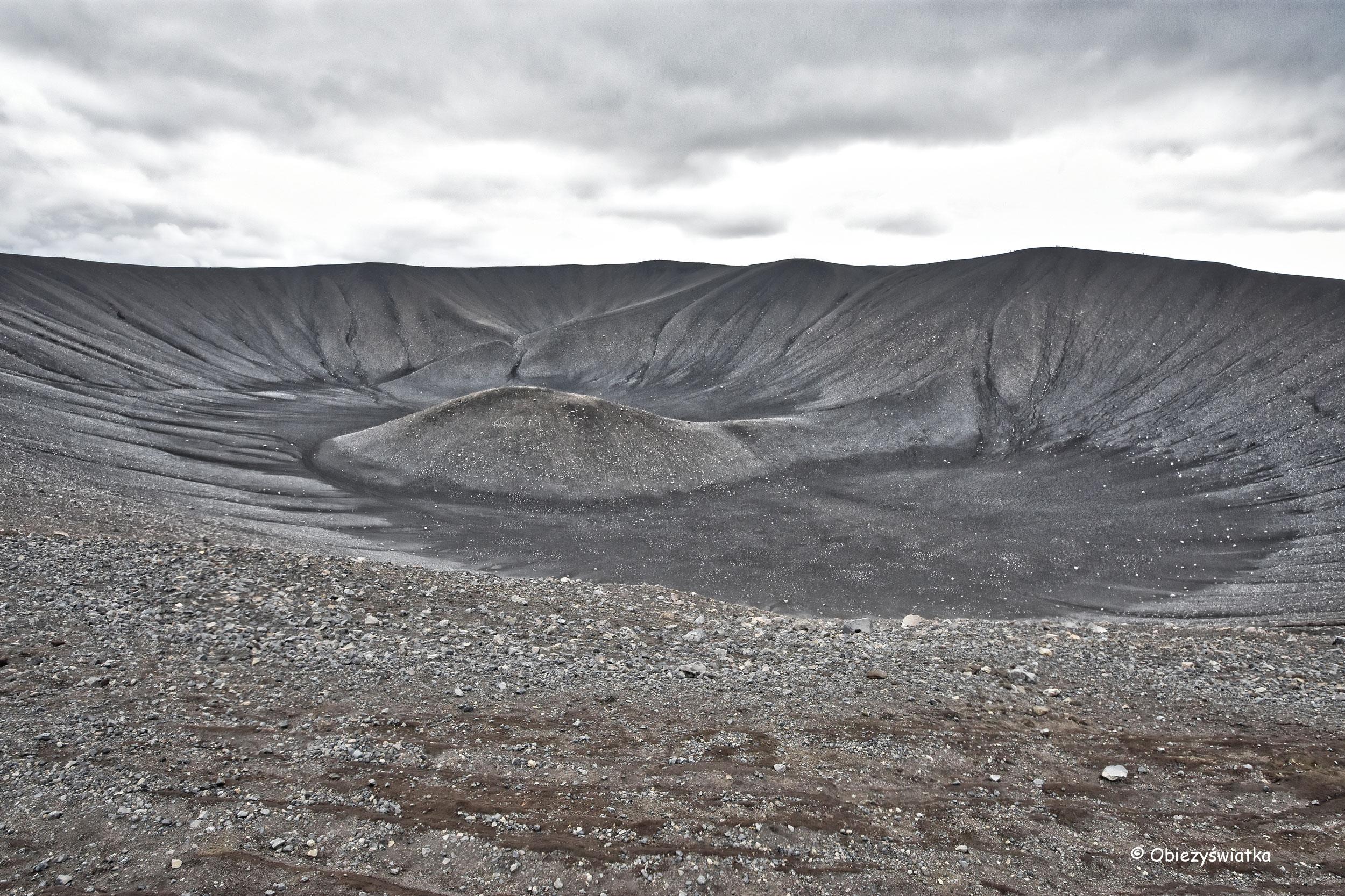 Wulkan Hverfjall - minimalistyczny księżycowy krajobraz, Islandia