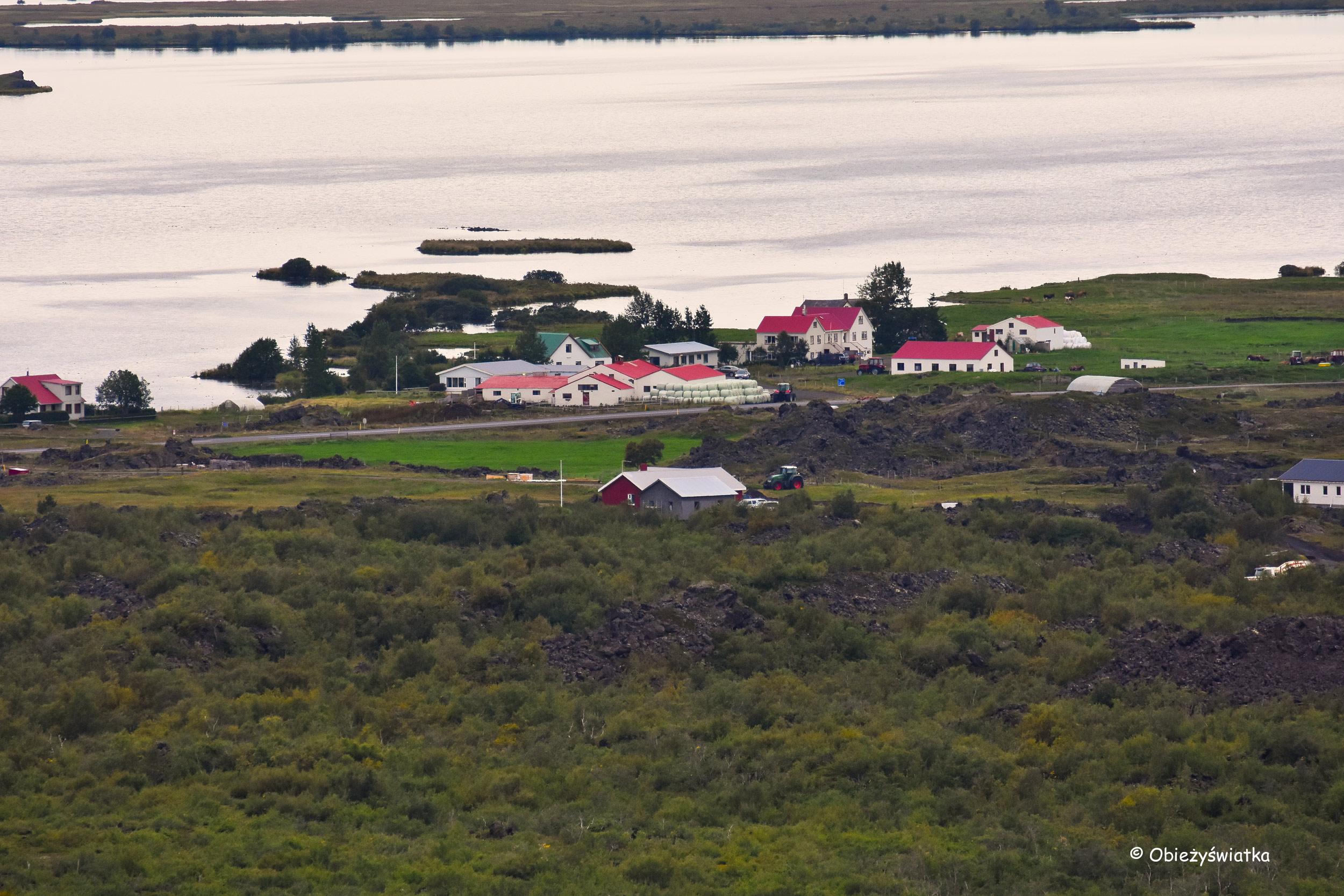 Widok na okolicę z wulkanu Hverfjall, Islandia