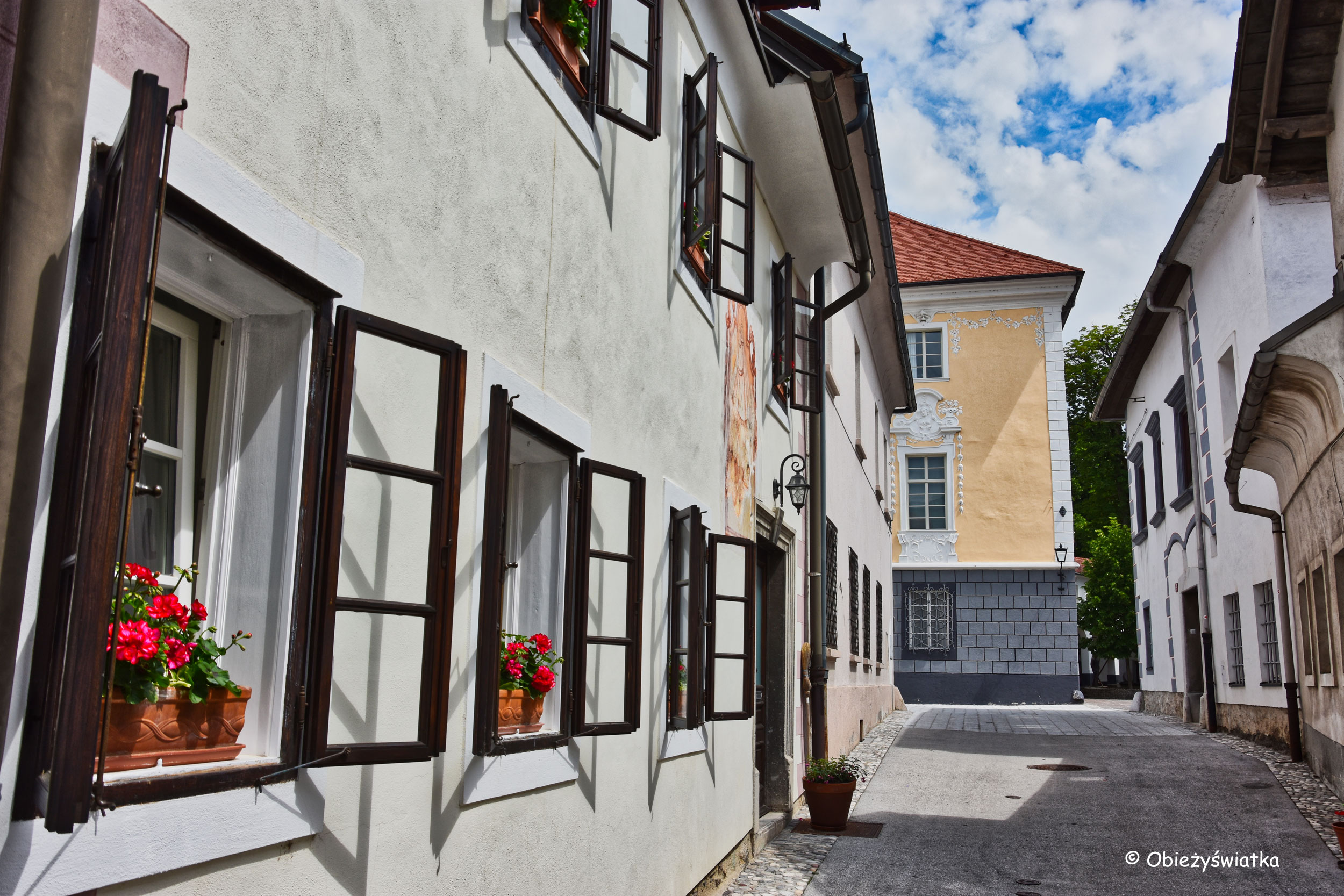 Urocza uliczka w Radovljicy, Słowenia