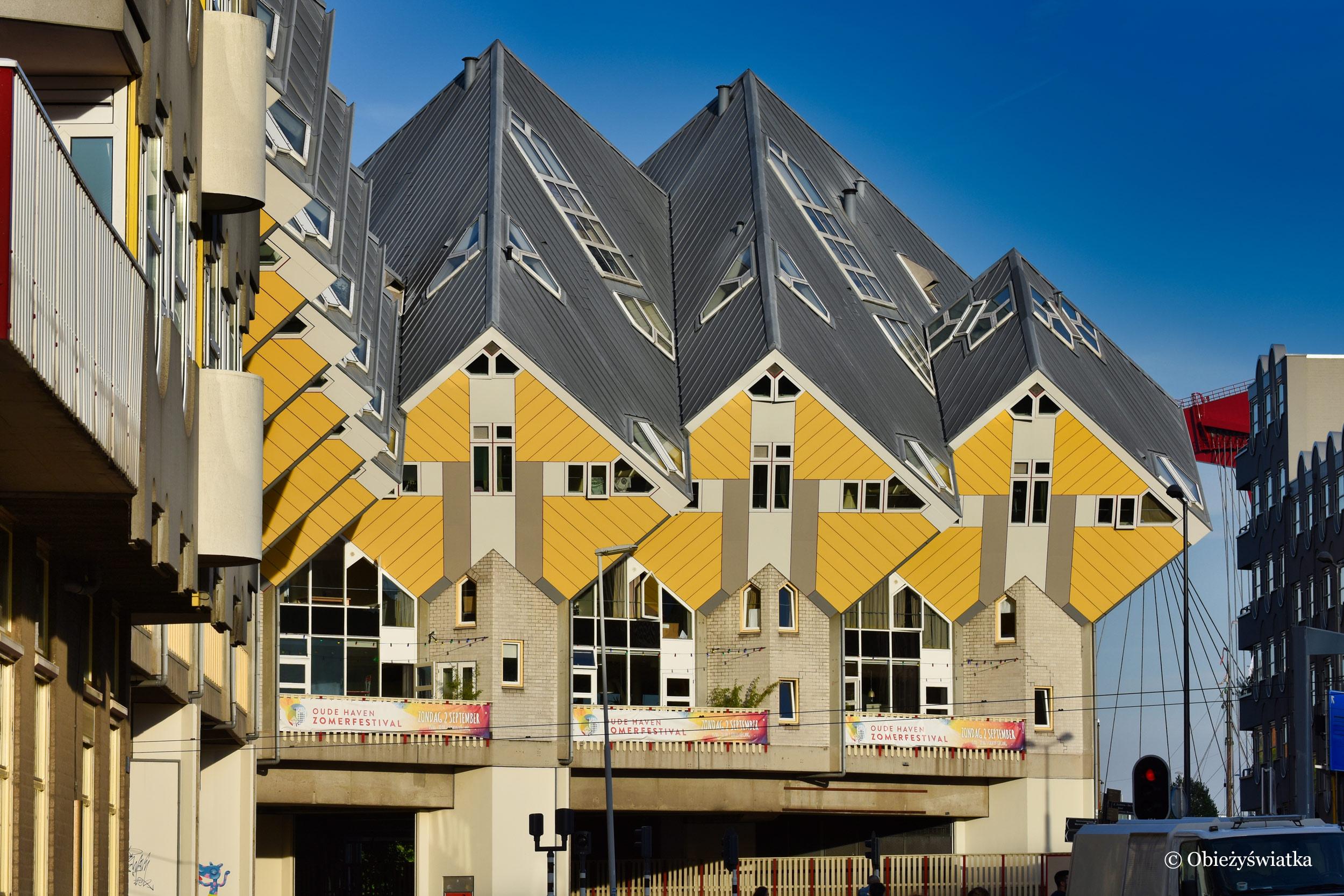 Kolorowe domki sześcienne w Rotterdamie