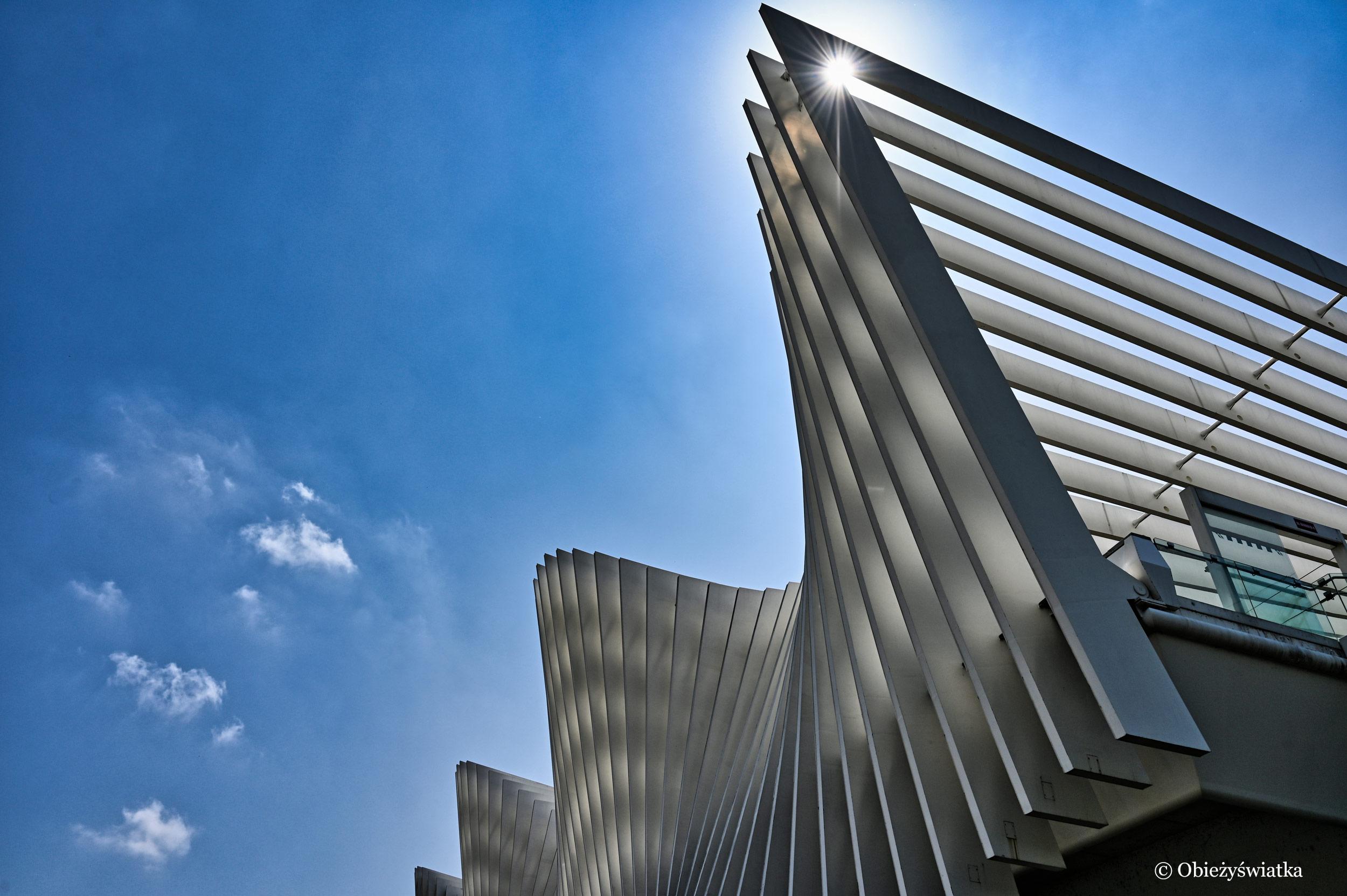 Mediopadana - budynek dworca Santiago Calatravy, Włochy