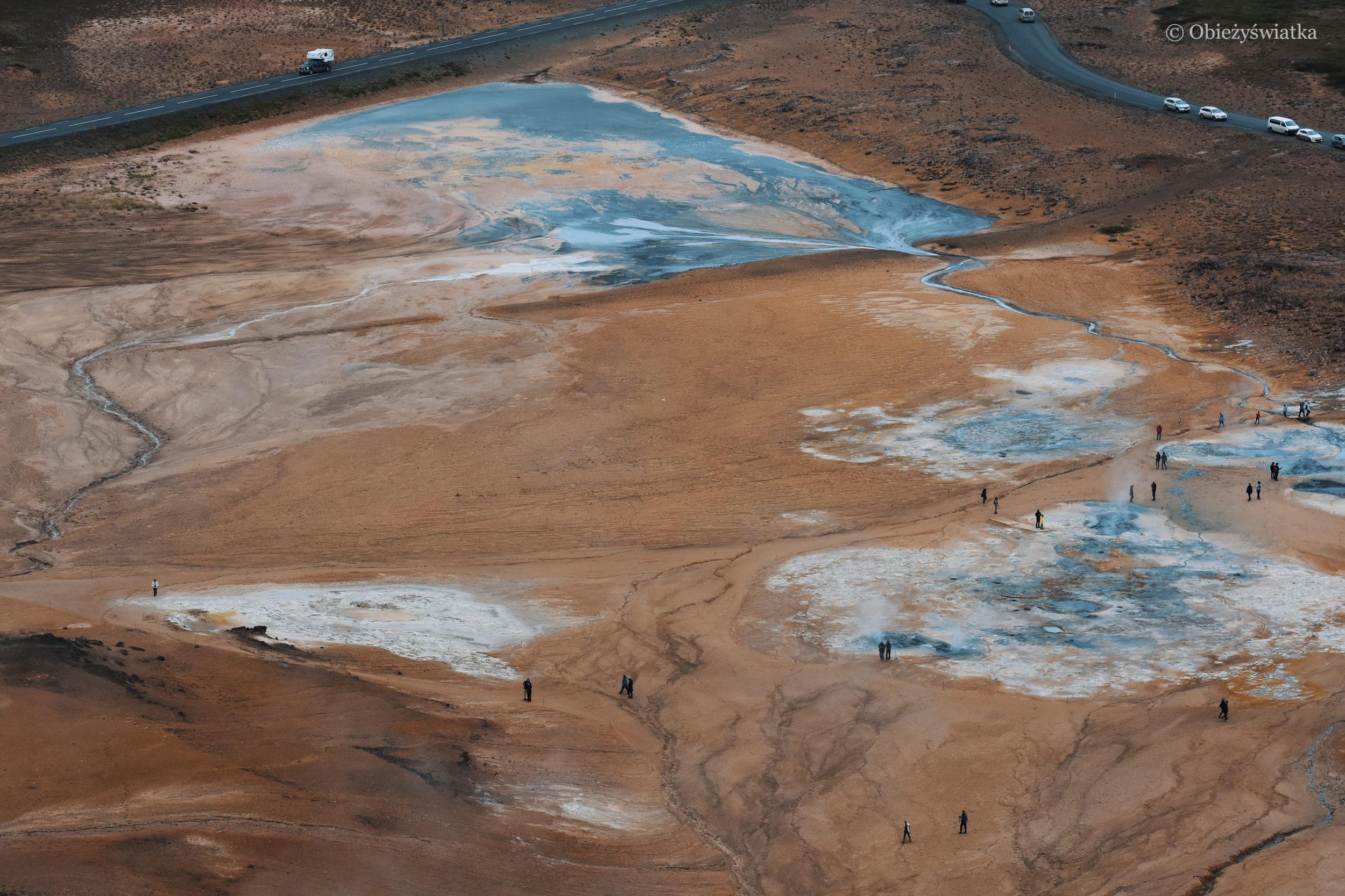 Spacerując po polach lawy, Islandia