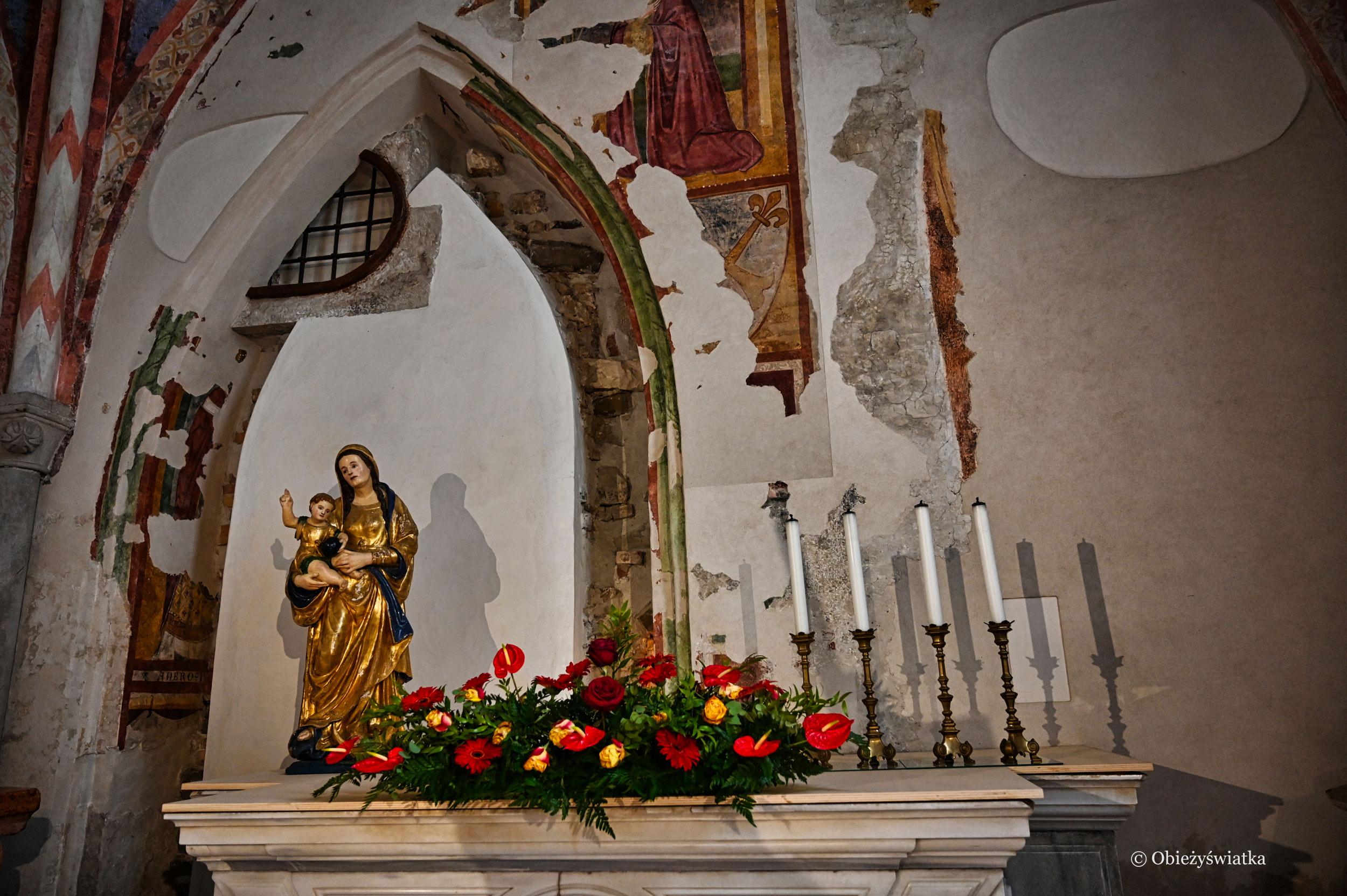 Jeden z bocznych ołtarzy w Bazylice w Akwilei