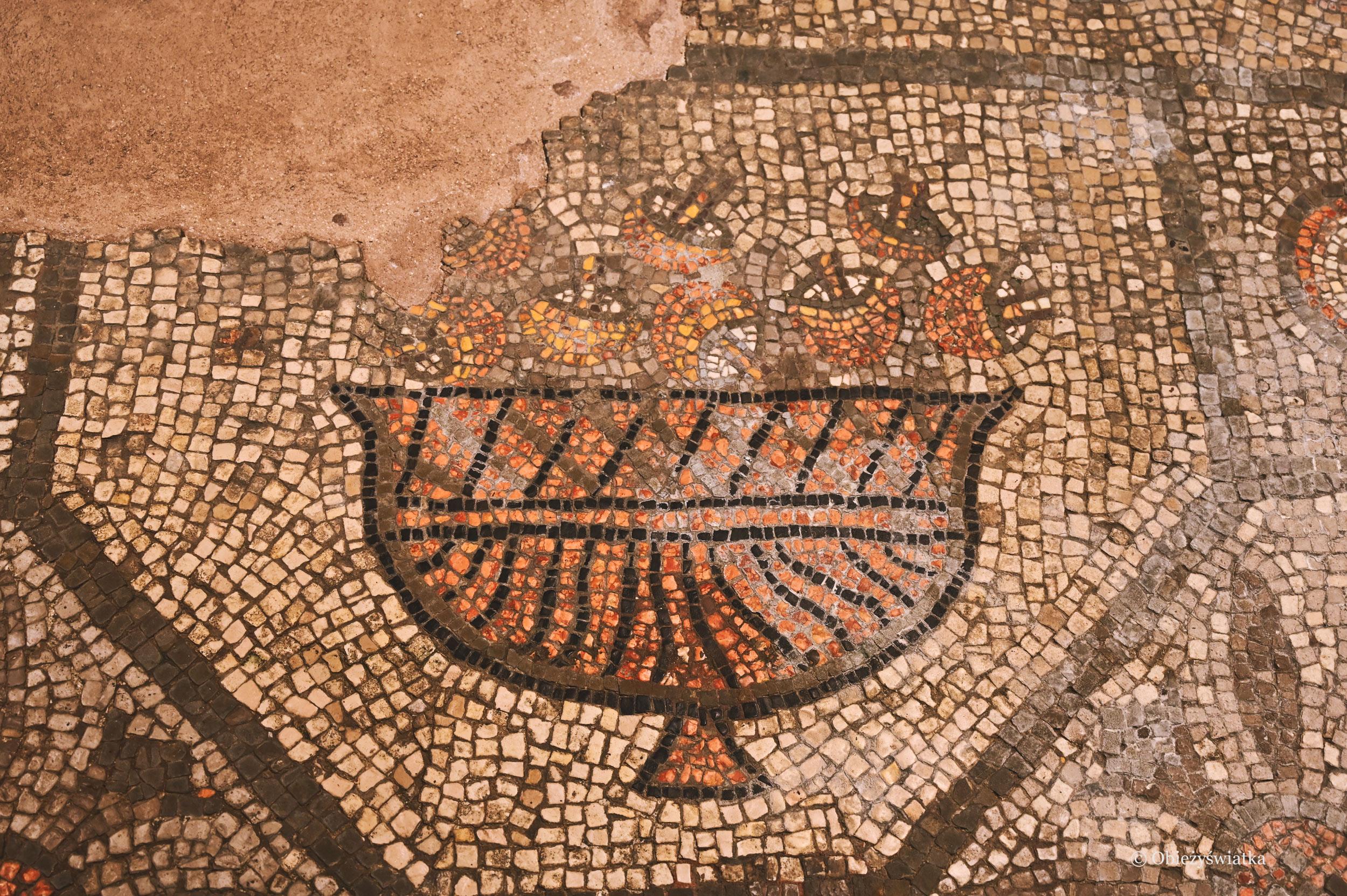 Kosz grzybów - mozaika w Akwilei
