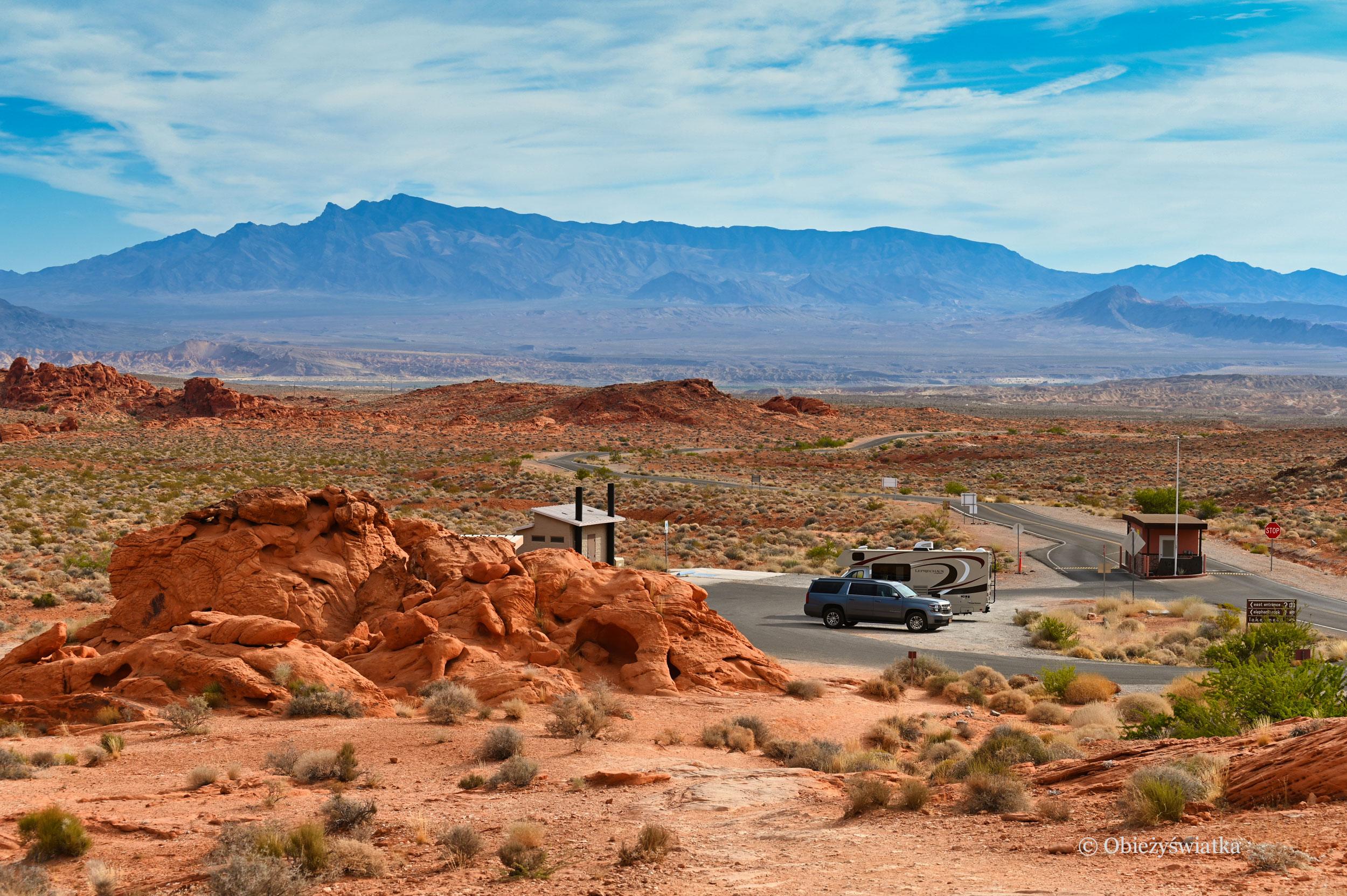Jeden z wjazdów do Doliny Ognia, Nevada
