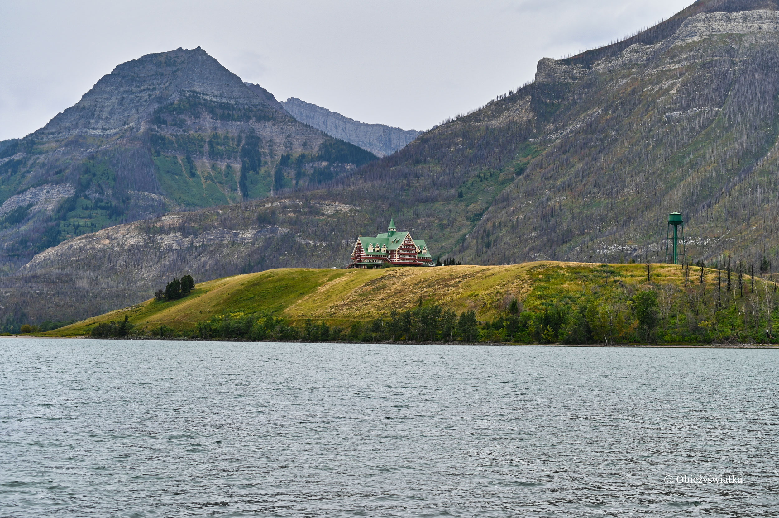 Hotel Prince of Wales na tle Mount Richards, Waterton Lakes National Park