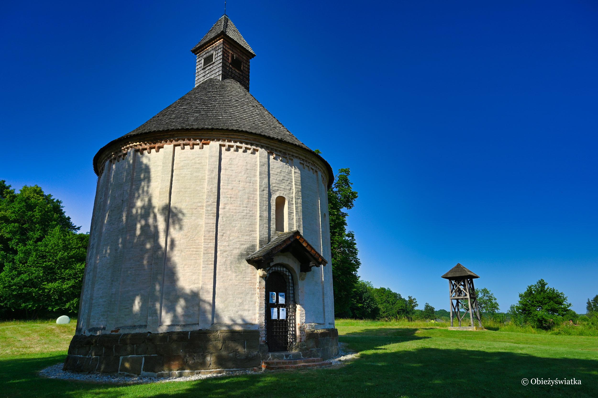 Romański kościółek i dzwonnica, Selo, Słowenia