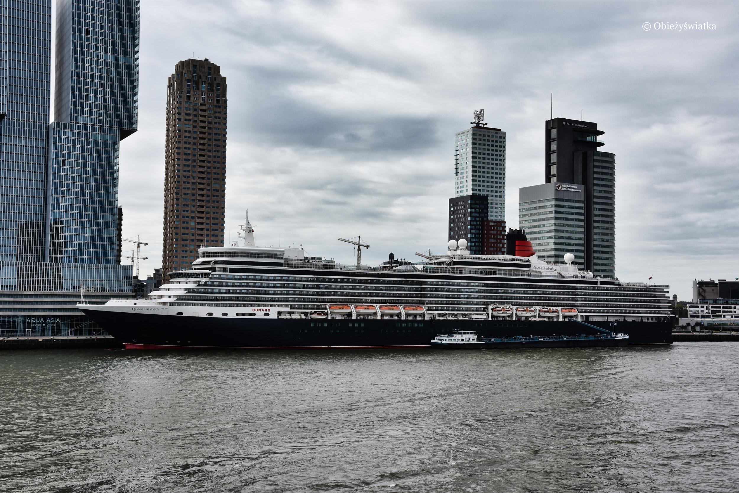Queen Elizabeth w porcie w Rotterdamie
