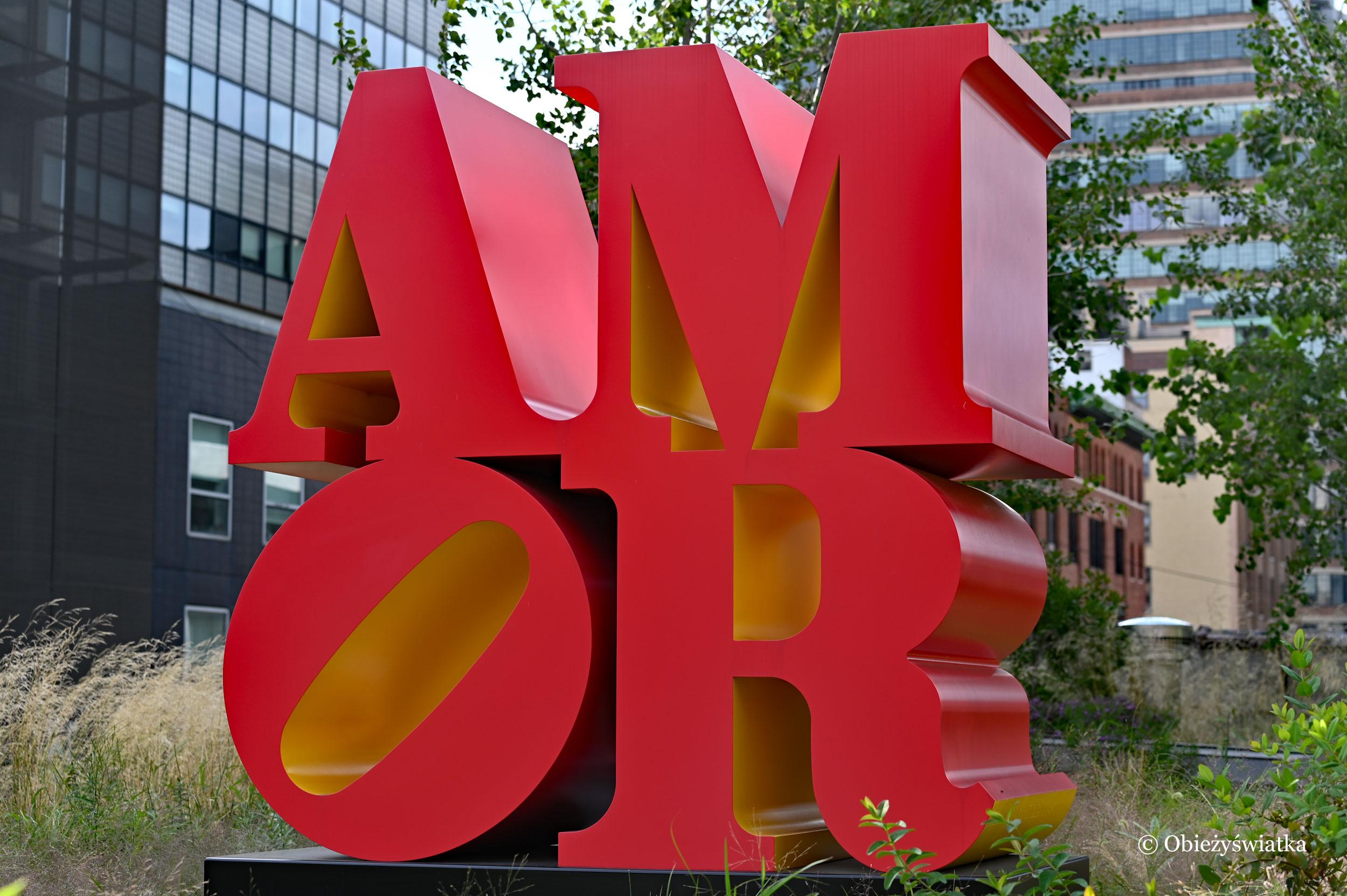 Rzeźba LOVE w języku hiszpańskim - AMOR autor: Robert Indiana, The High Line, Nowy Jork