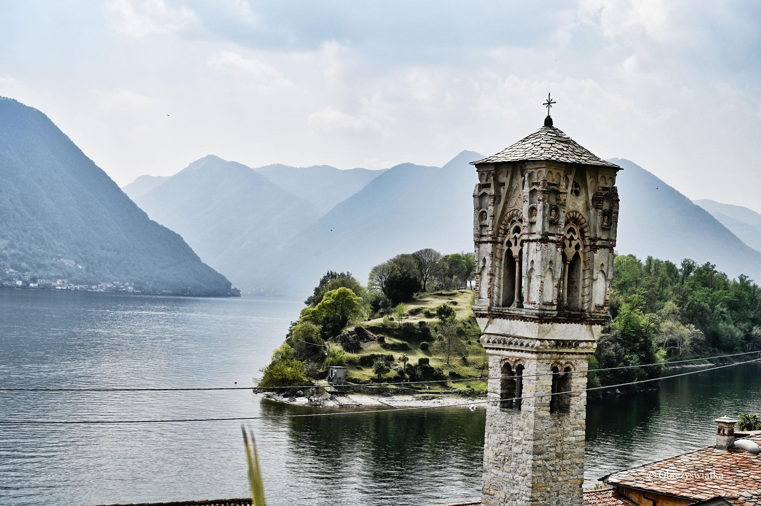 Lago di Como, wieża kościółka Marii Magdaleny i Isola Comacina