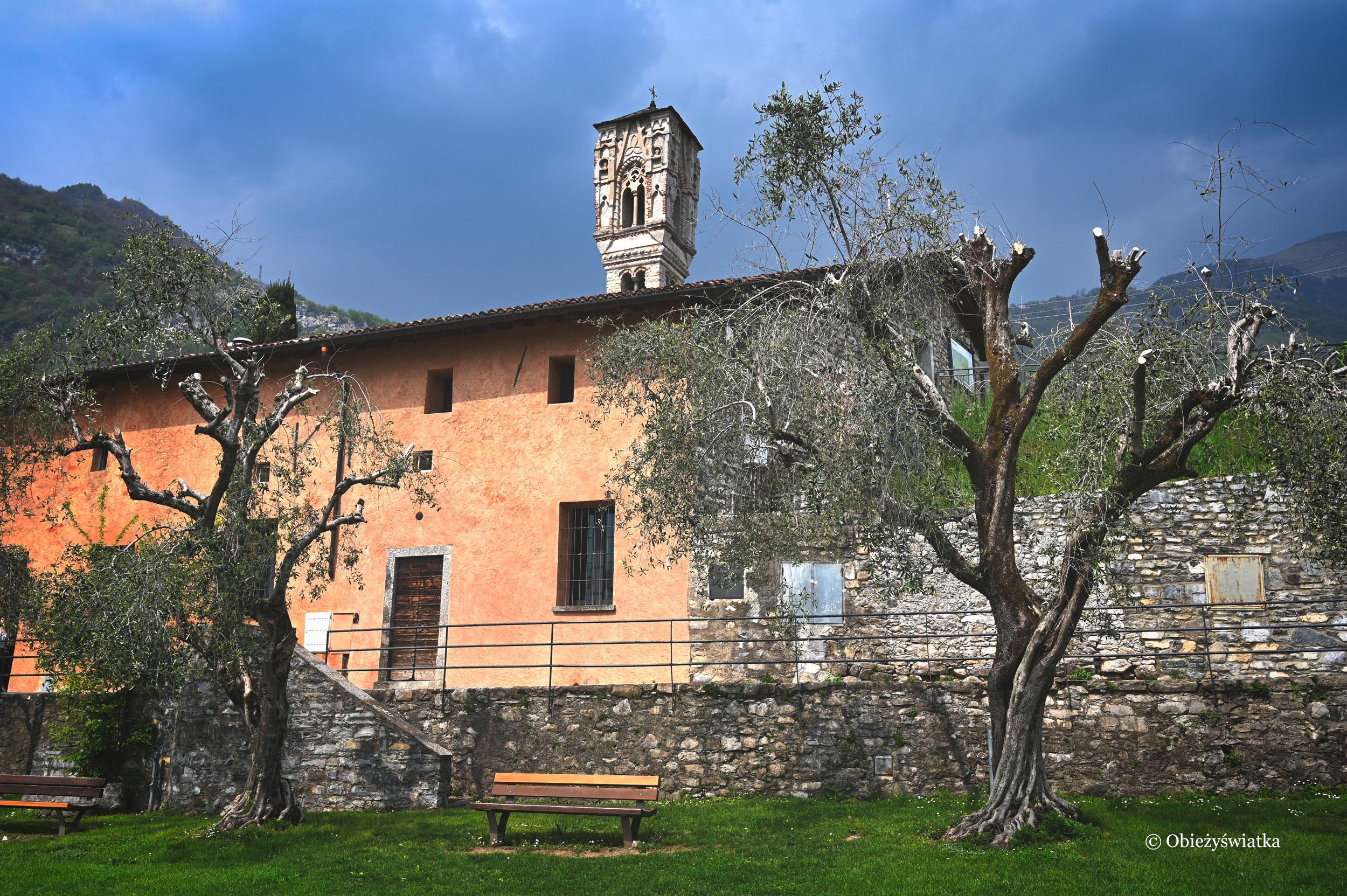 Romański kościółek Marii Magdaleny nad brzegiem Jeziora Como, Włochy