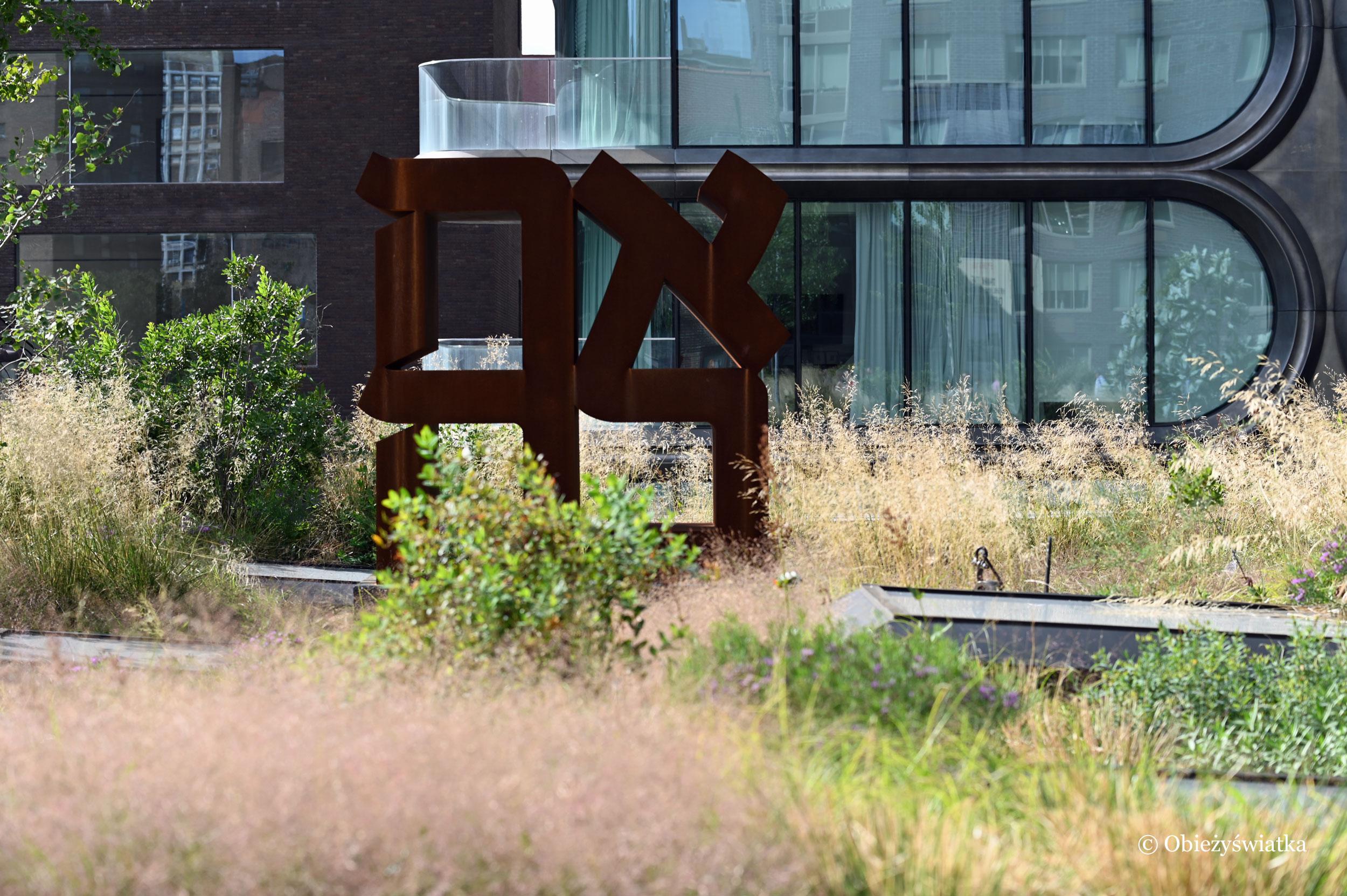 Rzeźba LOVE w języku hebrajskim - autor: Robert Indiana, The High Line, Nowy Jork