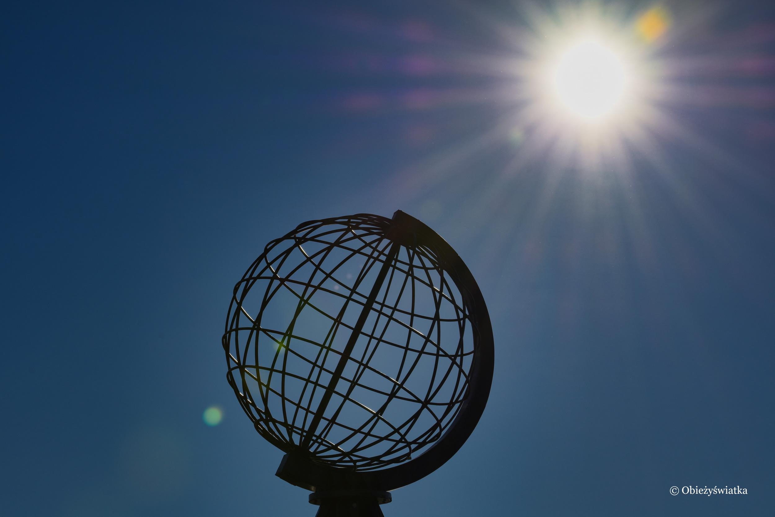 Globus w słońcu - Nordkapp, Przylądek Północny, Norwegia