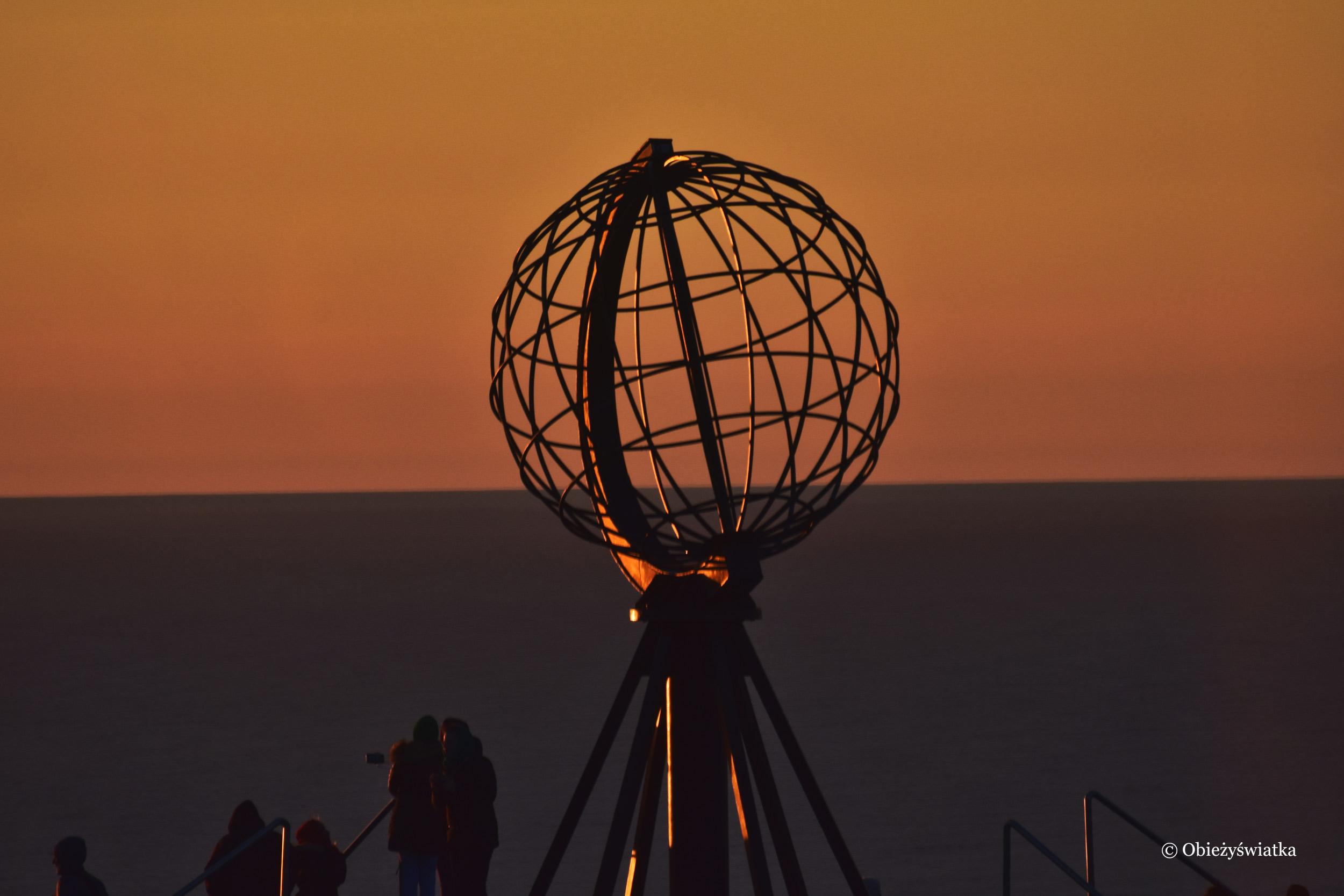 Gra świateł - zachód słońca, Nordkapp, Norwegia