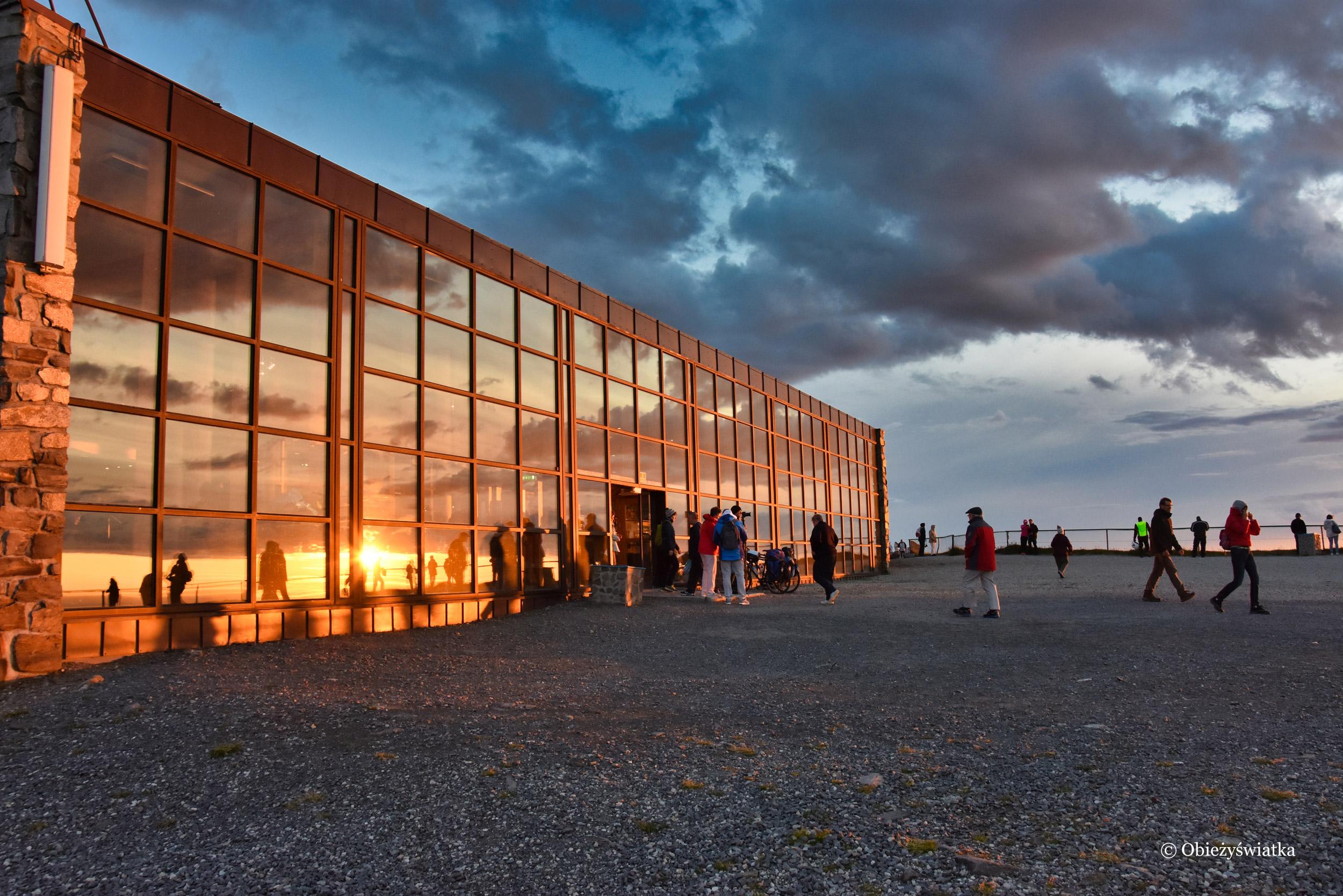 W blasku zachodzącego słońca - Hala Nordkappu / Przylądek Północny