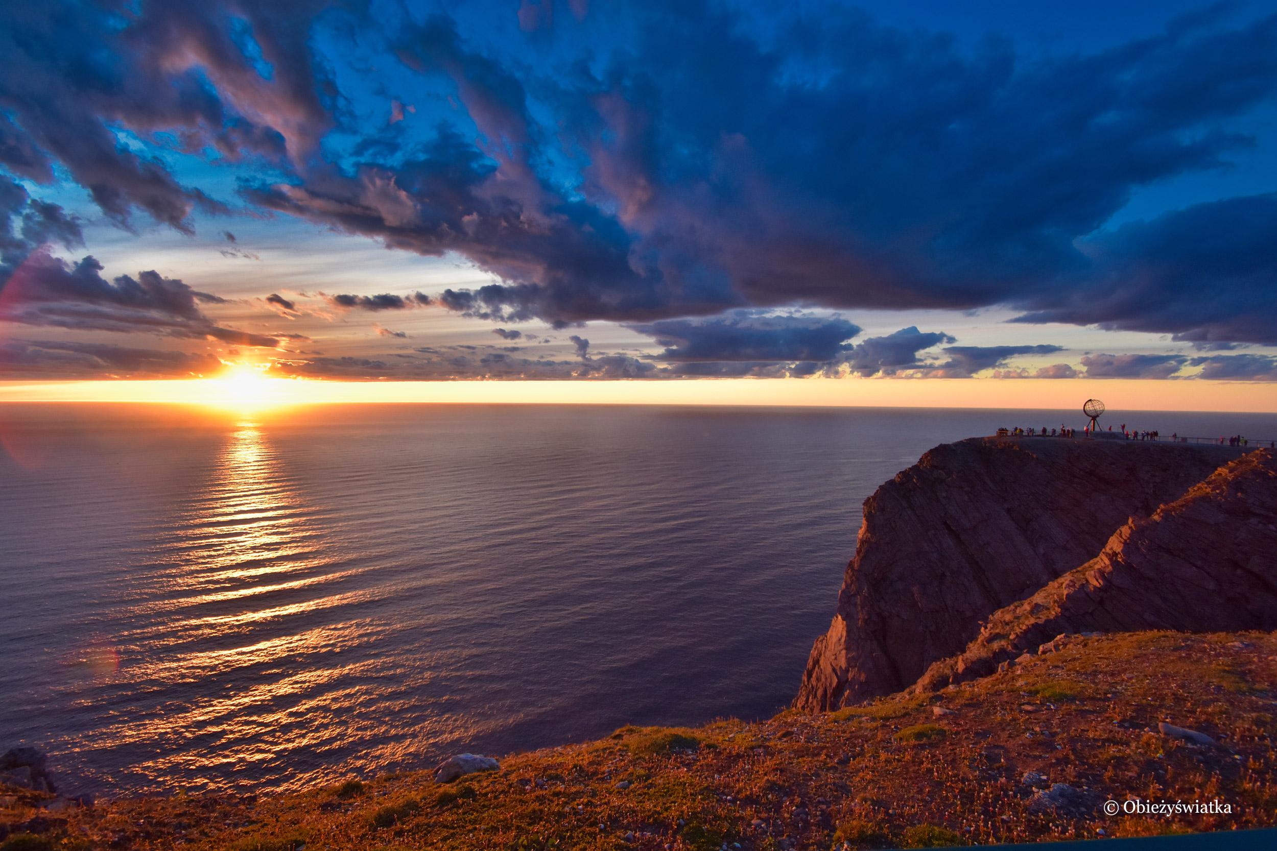 W promieniach zachodzącego słońca, Nordkapp, Przylądek Północny, Norwegia