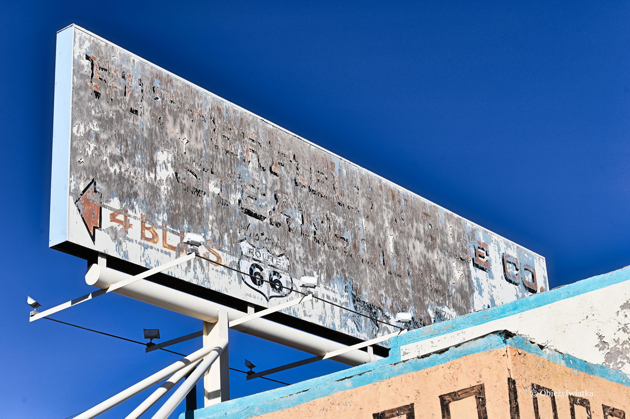Stary szyld przy drodze 66