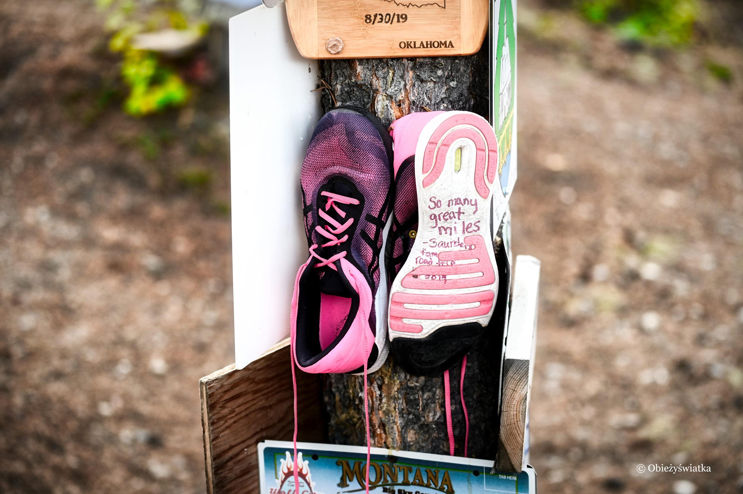 Patelnie, garnki, narty i podeszwy.... - Sign Post Forest, Watson Lake