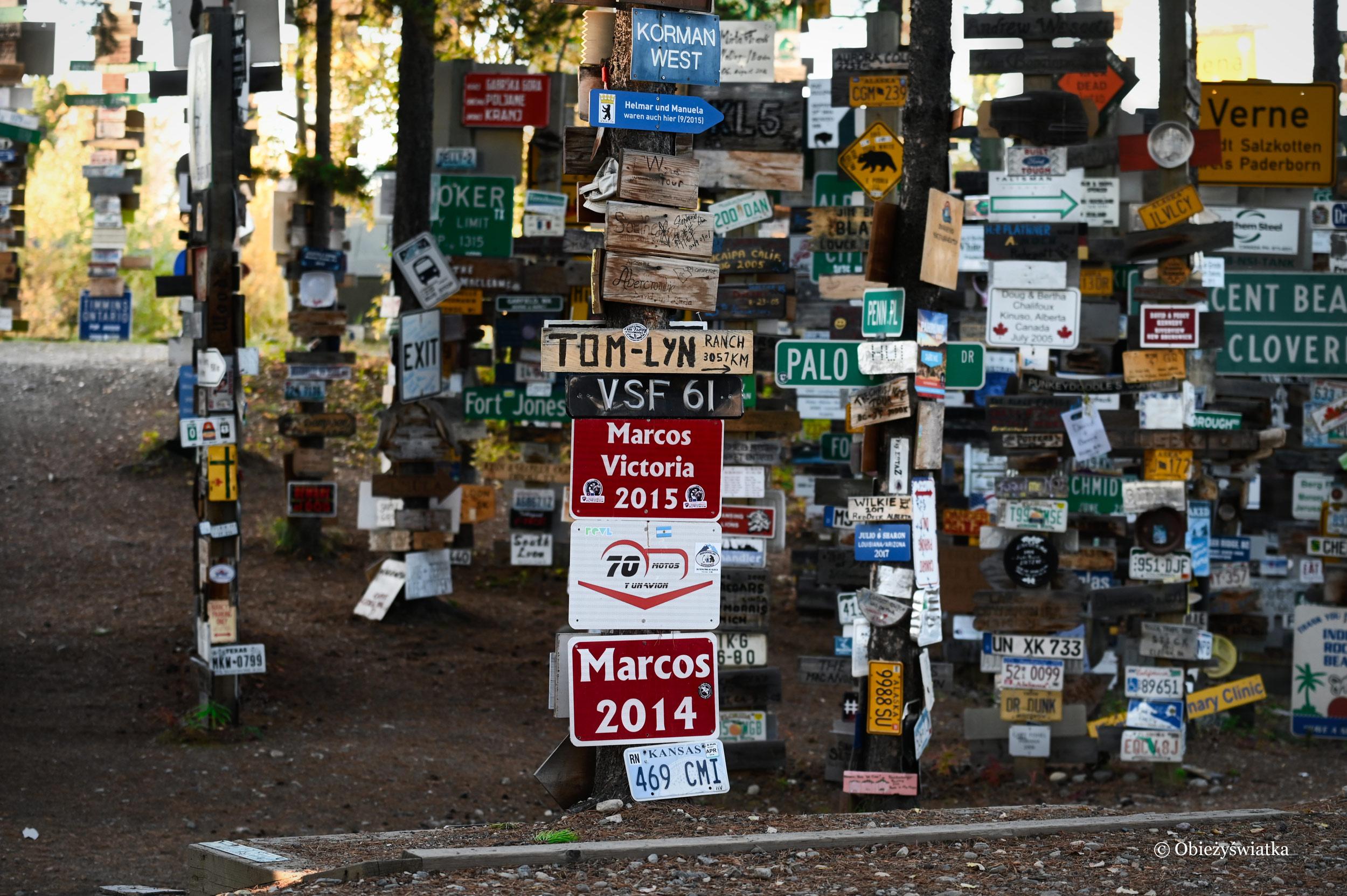 Z różnych zakątków świata - Sign Post Forest, Watson Lake