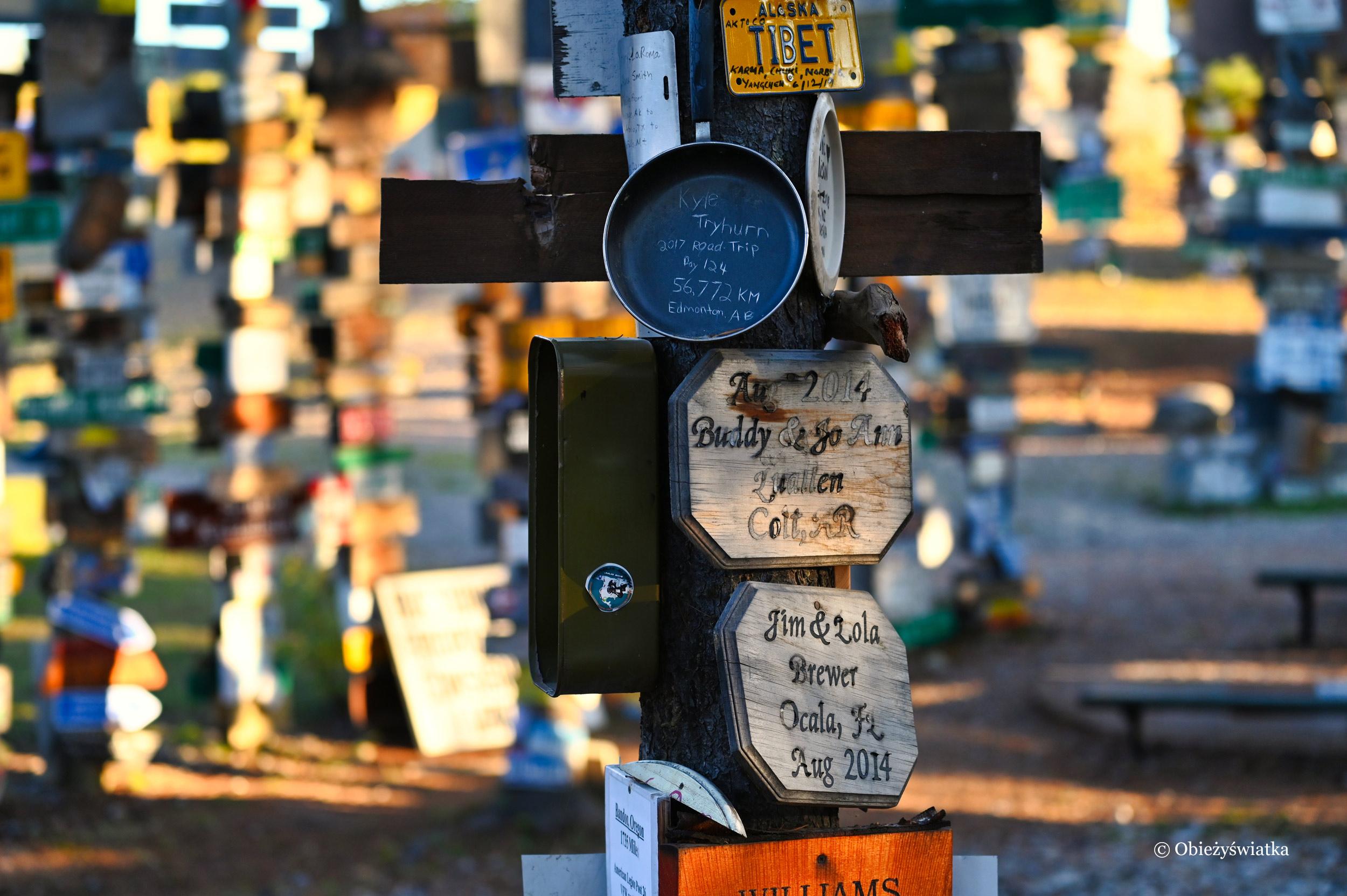 Znaleźć można wszystko ;) - Sign Post Forest, Watson Lake