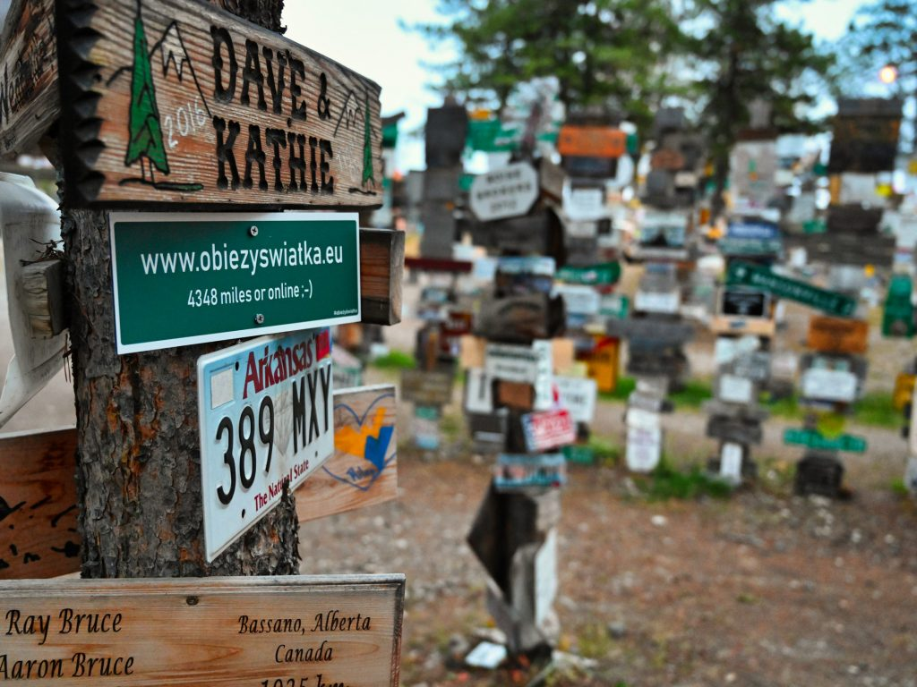 Blog Zapiski Obieżyświatki w Sign Post Forest, Watson Lake, Kanada