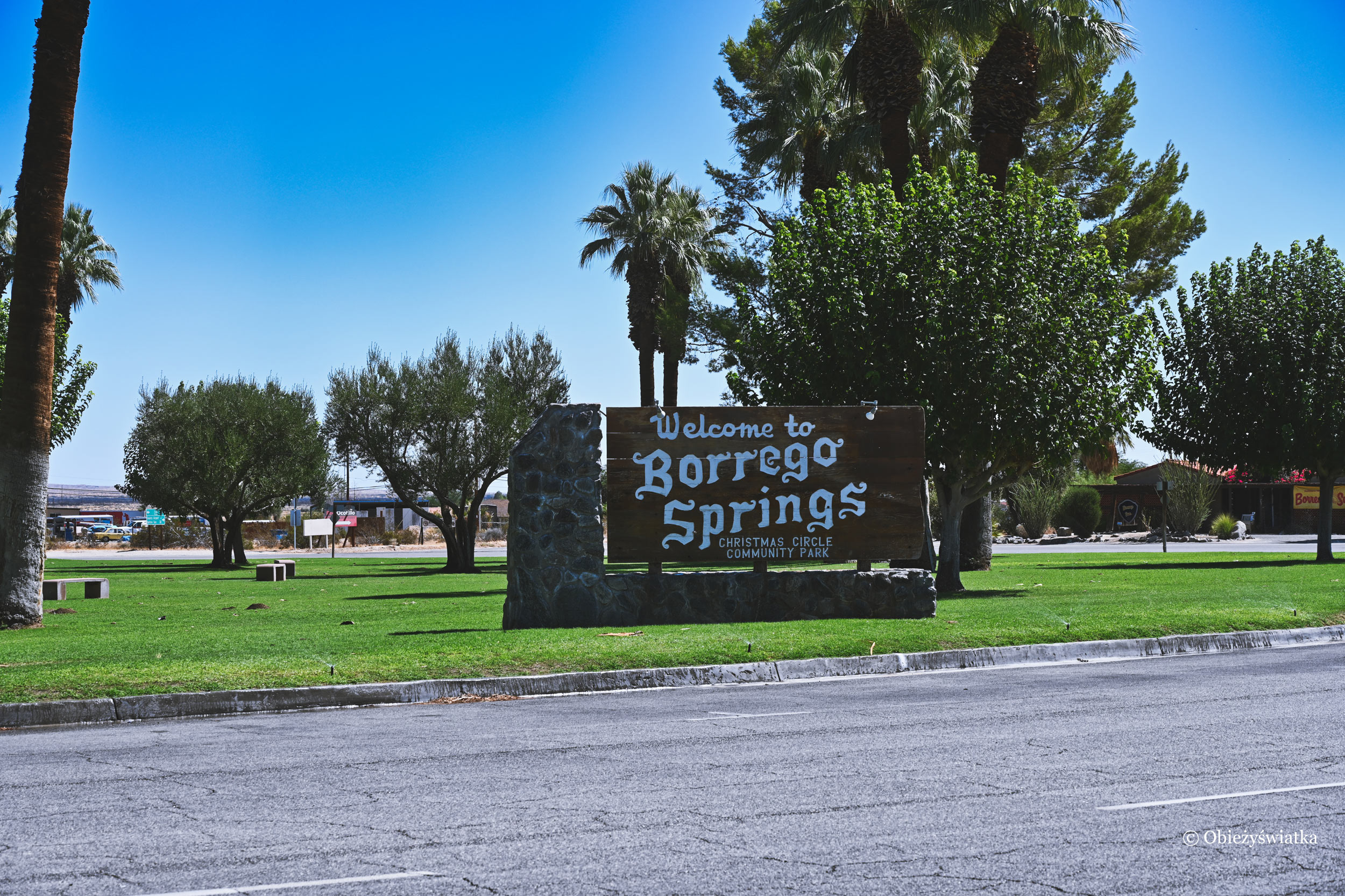 Christmas Park w Borrego Springs