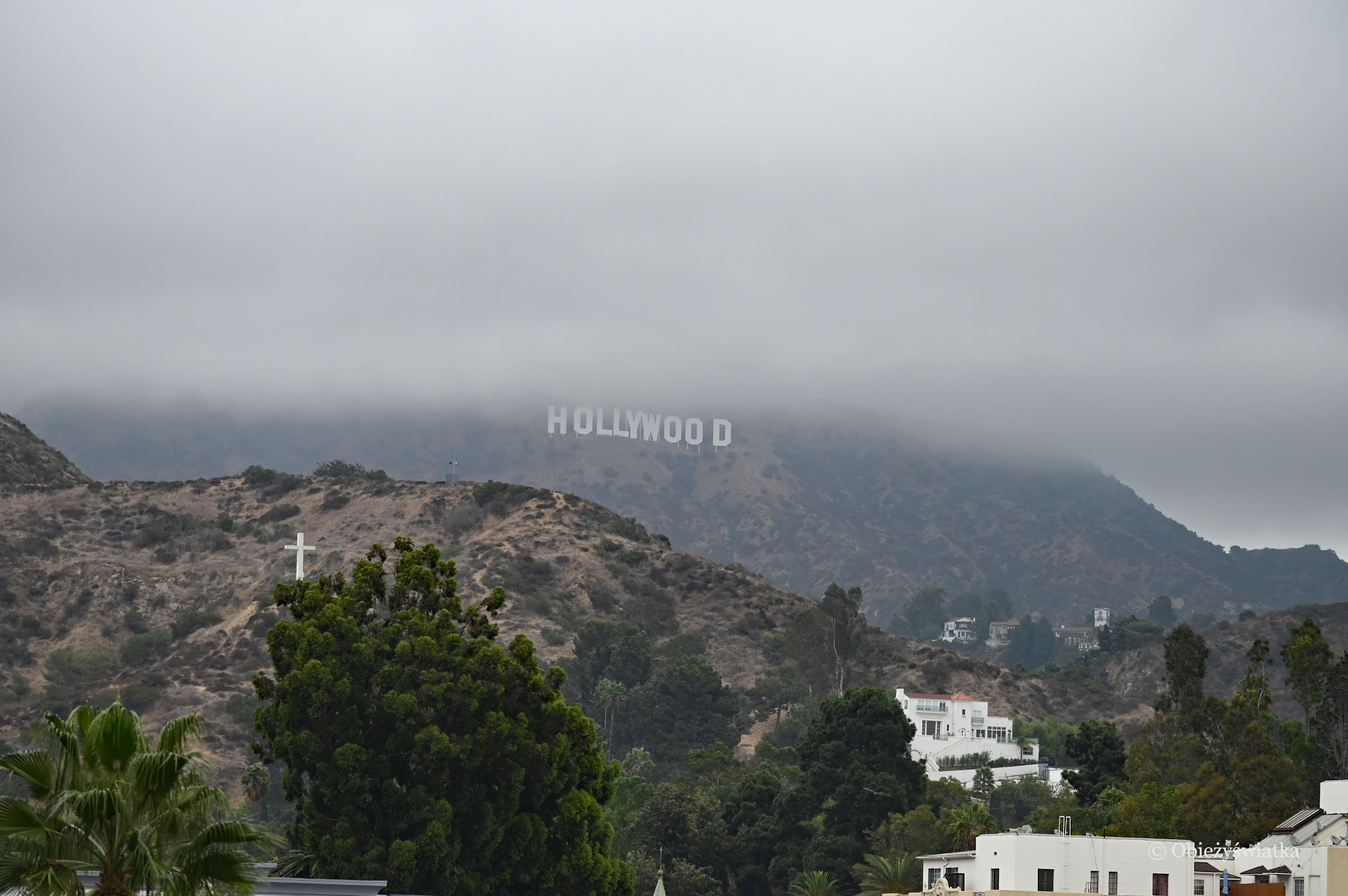 Hollywood Hills i Hollywood Sign we mgle