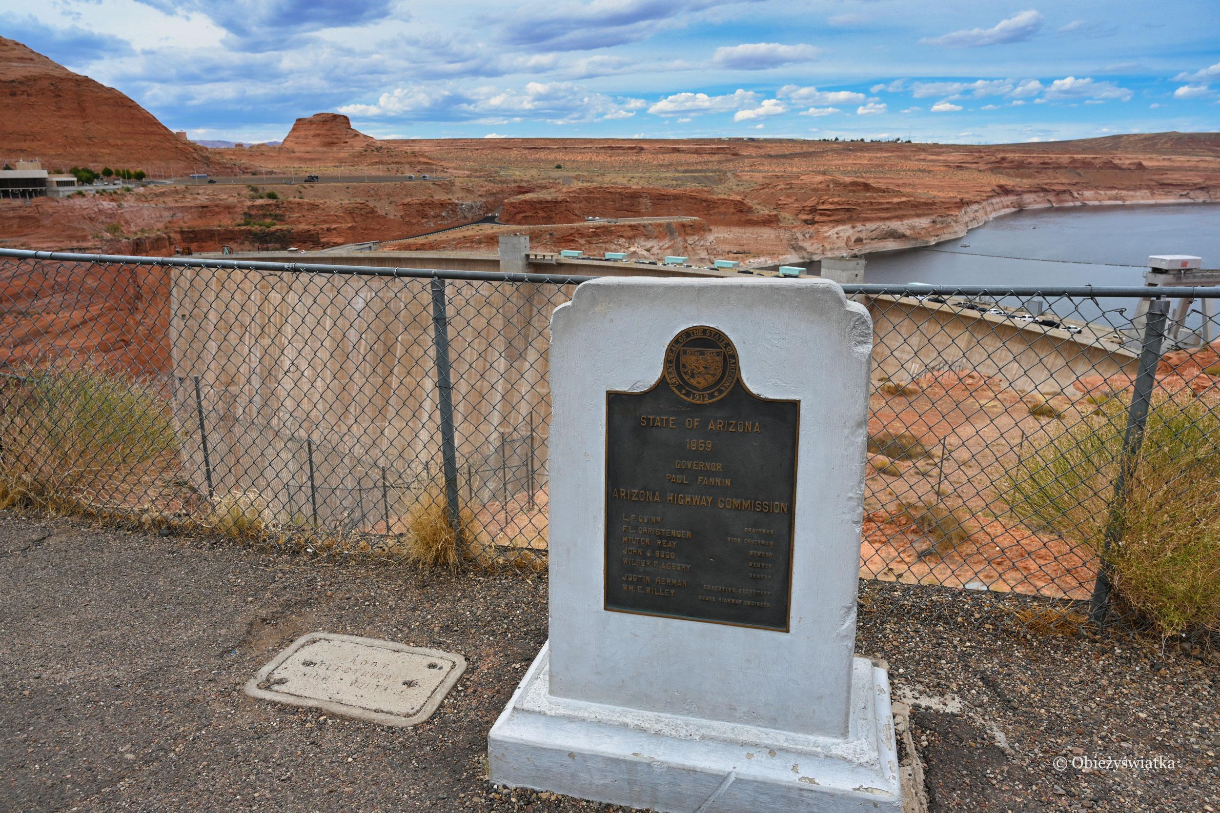 Pomnik upamiętniający otwarcie mostu Glen Canyon Dam Bridge