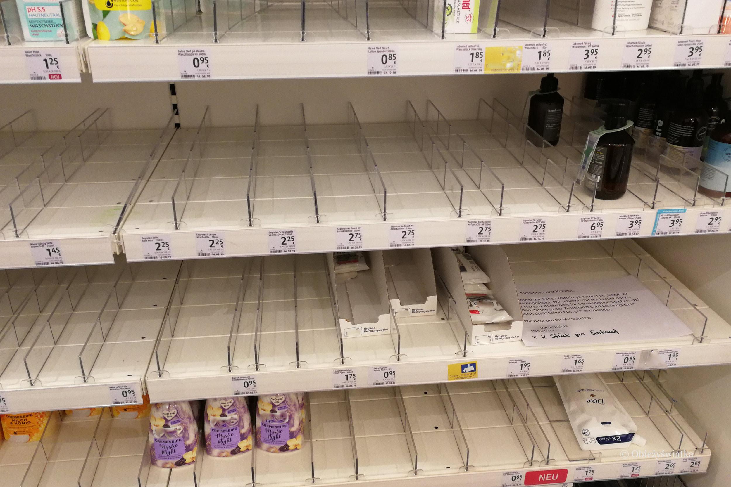 Skutki koronawirusa - puste regały w jednej z niemieckich drogerii, jeszcze przed ogłoszeniem pandemii