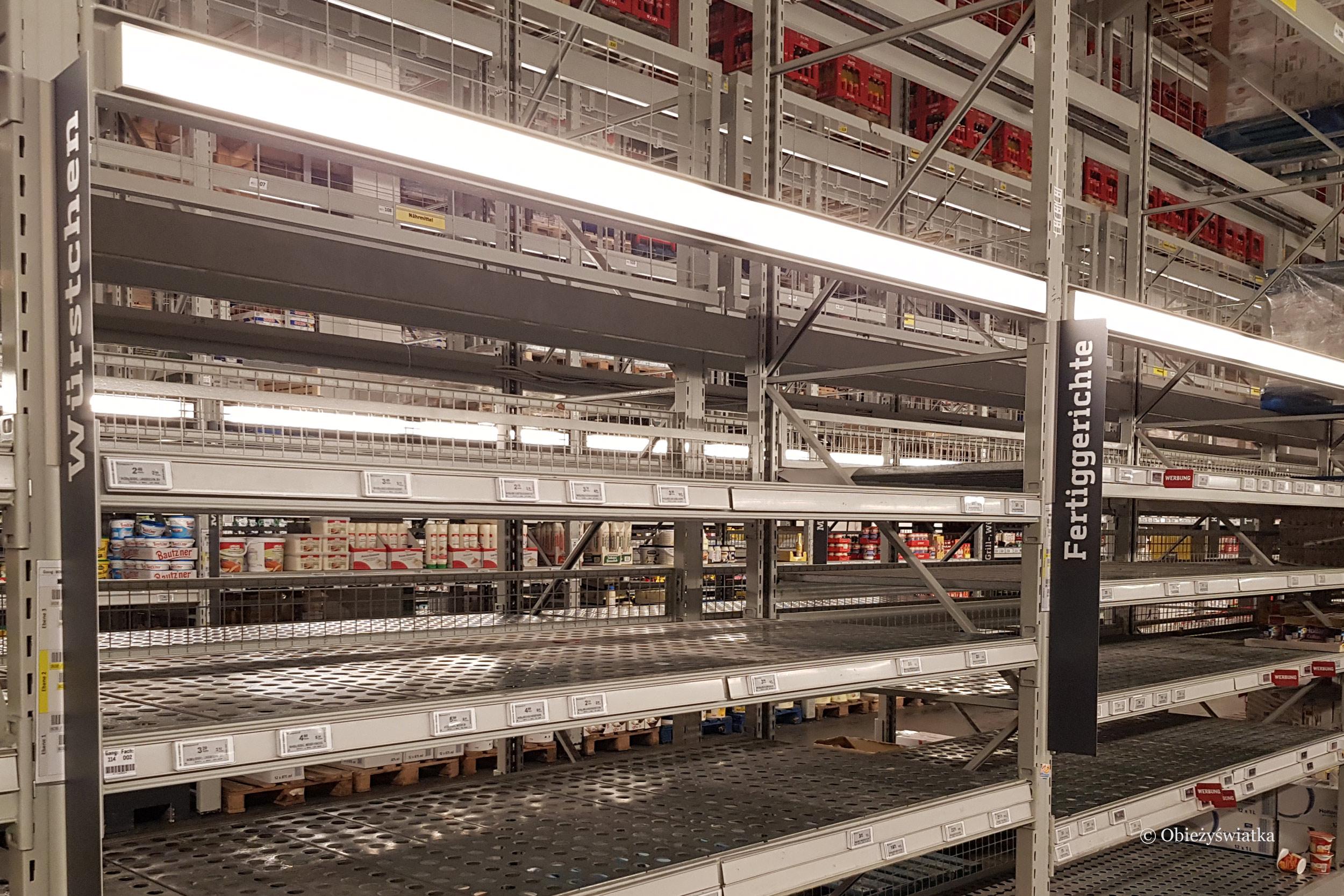 Skutki koronawirusa - Puste półki w jednej z niemieckich hurtowni