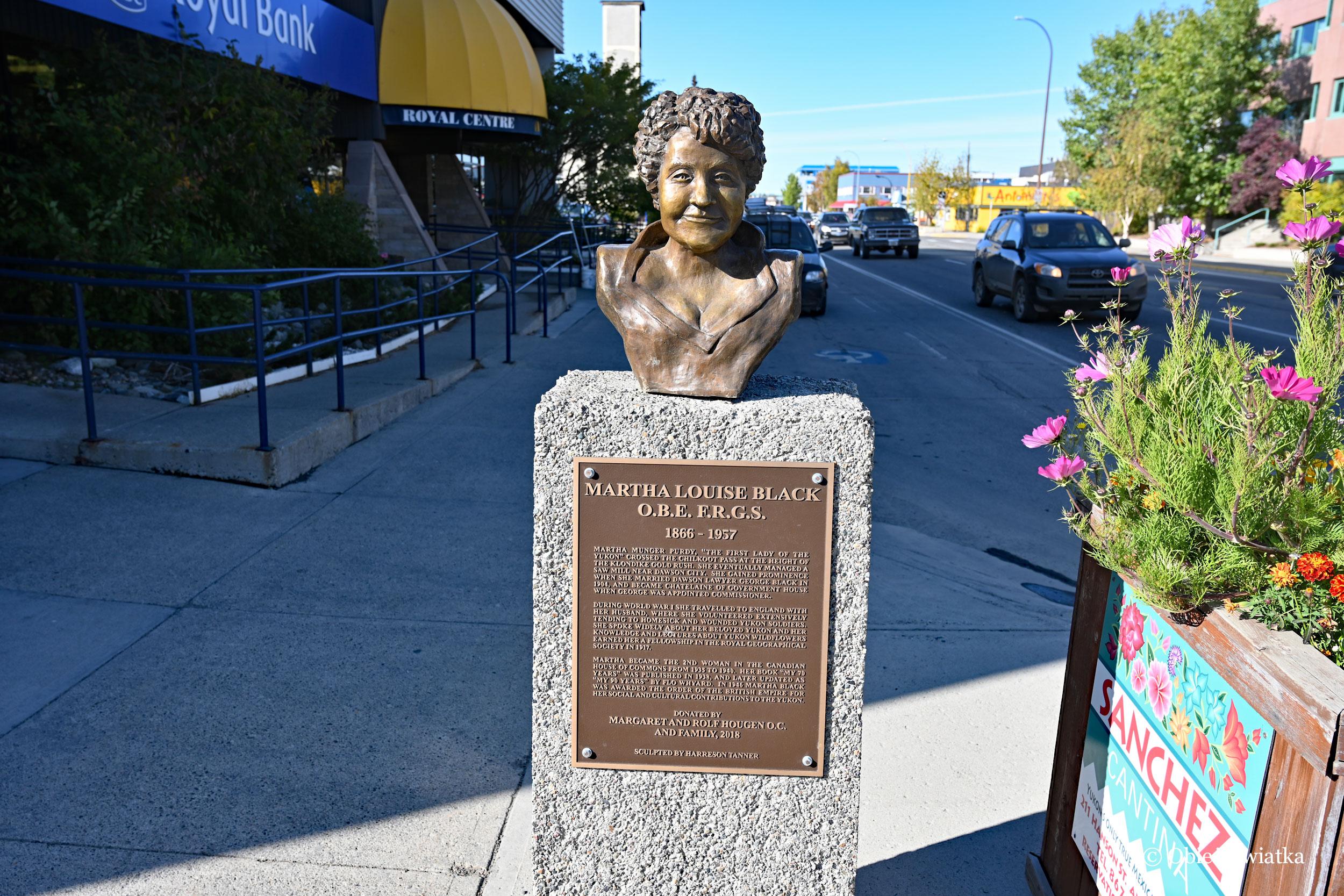 Pomnik Marthy Louise Black, która była politykiem w Yukonie i drugą kobietą wybraną do kanadyjskiej Izby Gmin, Whitehorse