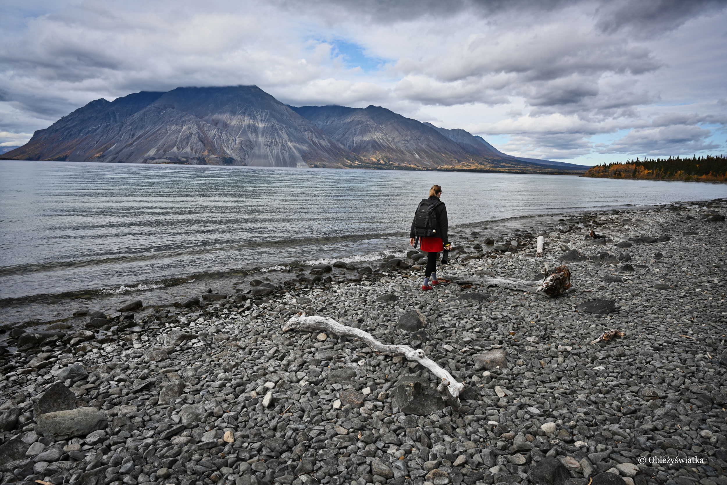 Spacerując nad Kathleen Lake, Kluane National Park, Canada