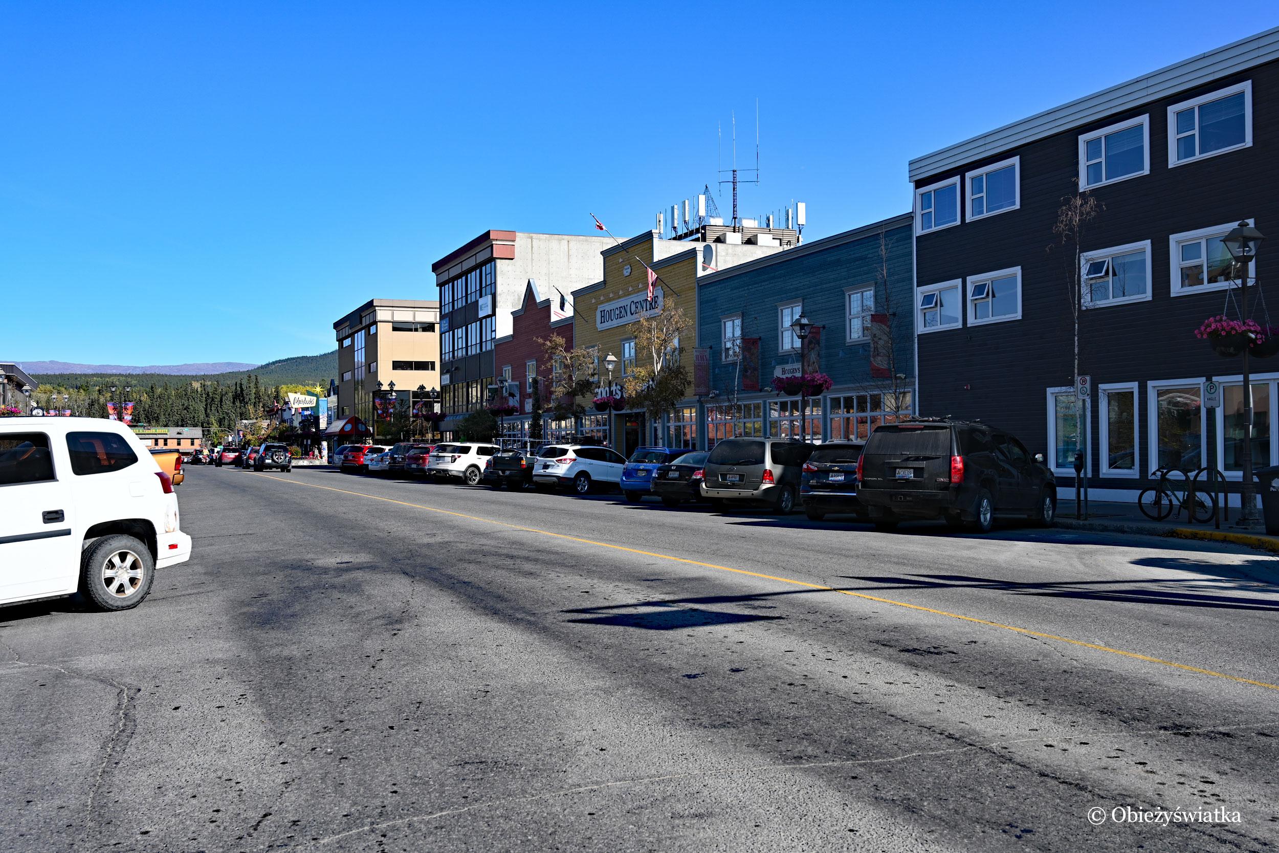 Typowe północnoamerykańskie miasto - Whitehorse, Kanada