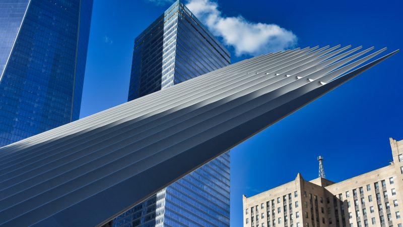 Jak skrzydło - dach hali stacji metra projektu Calatravy, NYC