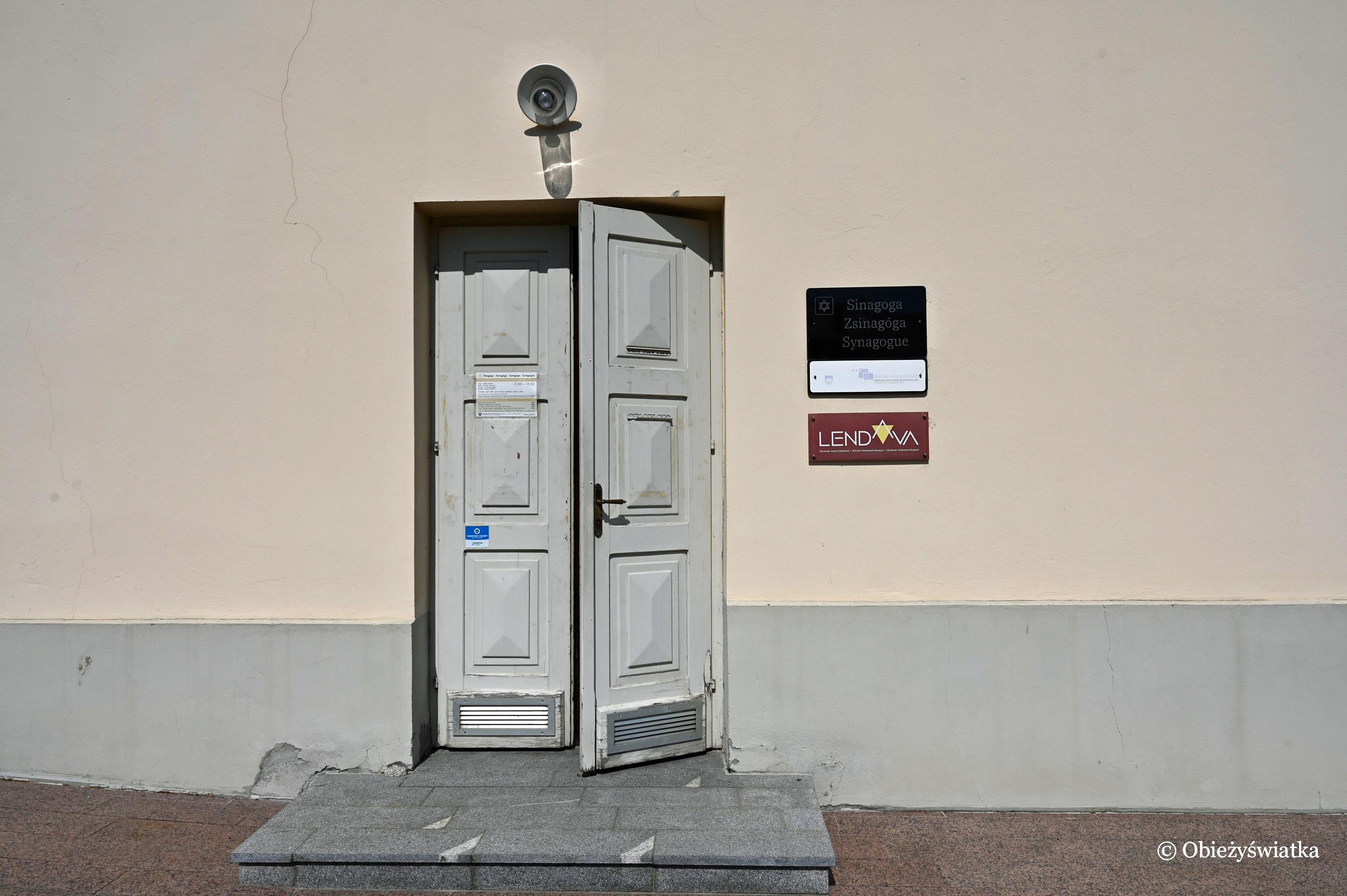 Wejście do synagogi w Lendavie